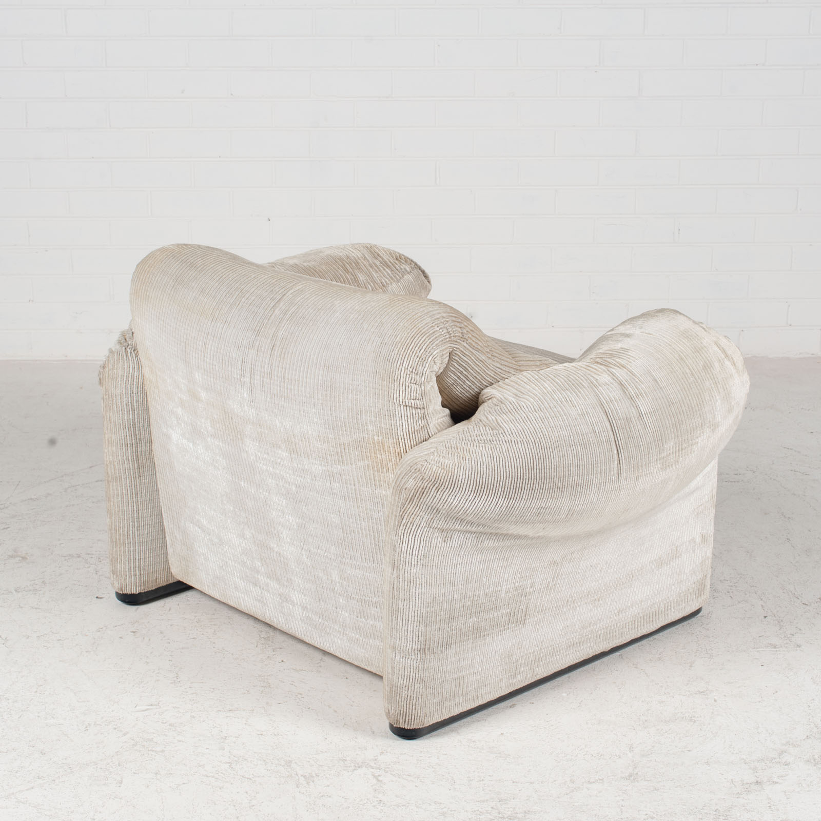 Maralunga Armchair By Vico Magistretti For Cassina In Original Upholstery 1970s Italy 09