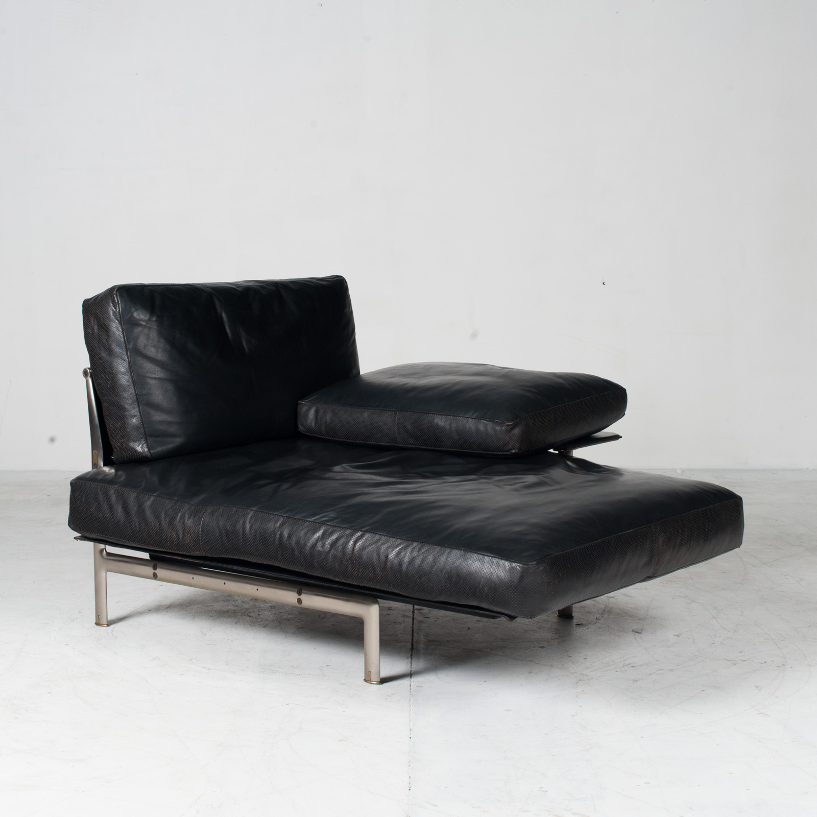 Model Diesis Chaise Lounge For B&b Italia By Antonio Citterio In Black Leather 1970s Italy 04