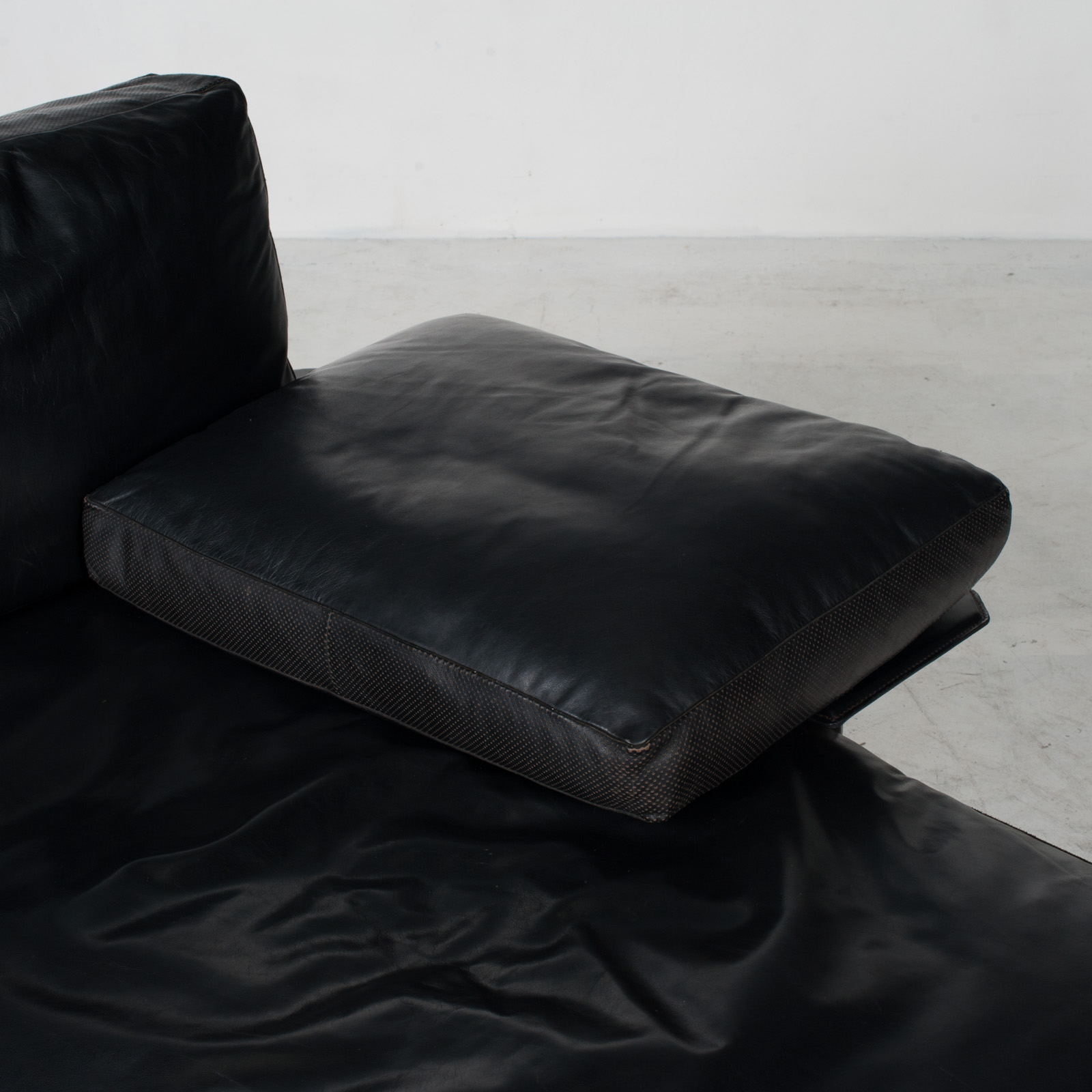 Model Diesis Chaise Lounge For B&b Italia By Antonio Citterio In Black Leather 1970s Italy 06