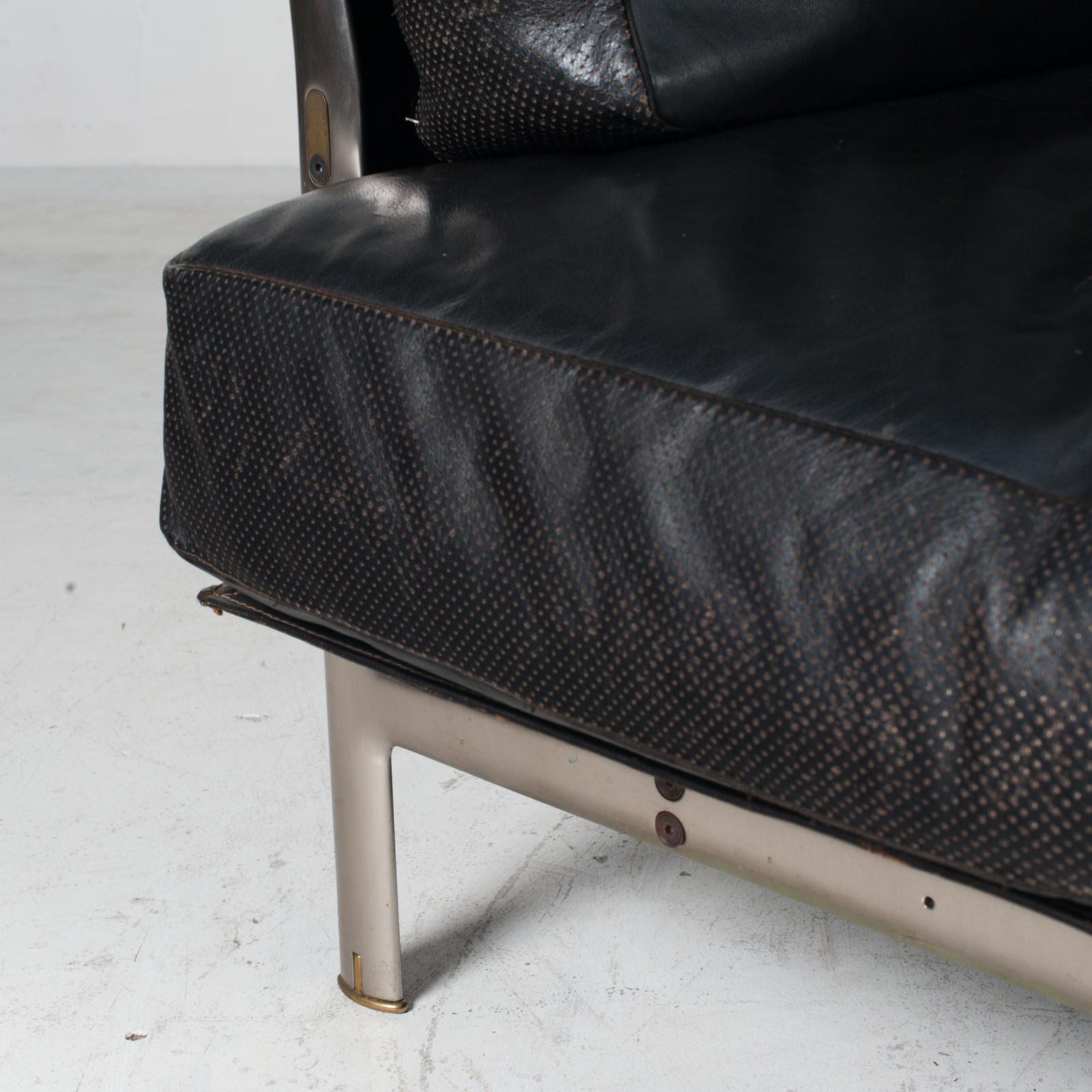 Model Diesis Chaise Lounge For B&b Italia By Antonio Citterio In Black Leather 1970s Italy 08