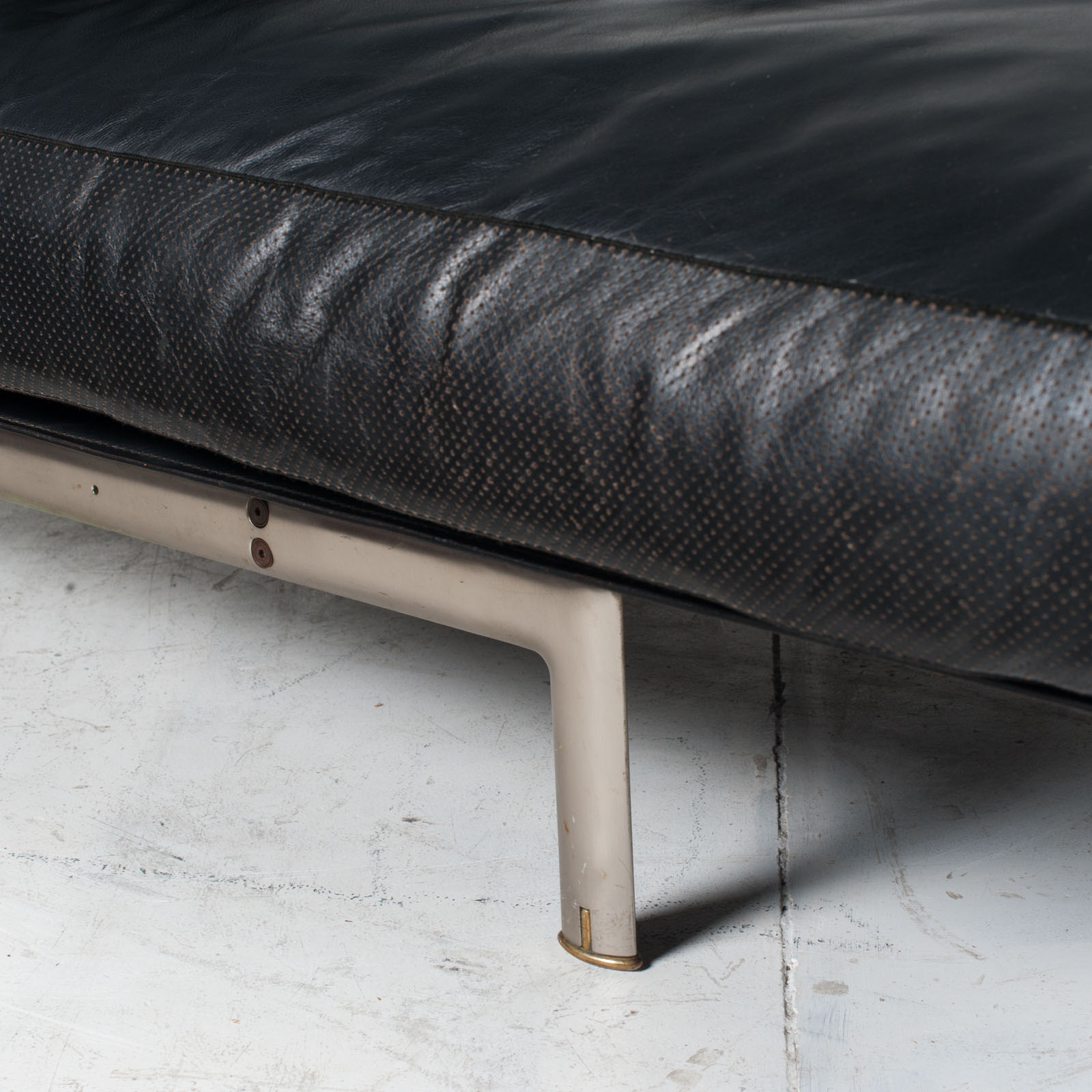 Model Diesis Chaise Lounge For B&b Italia By Antonio Citterio In Black Leather 1970s Italy 09