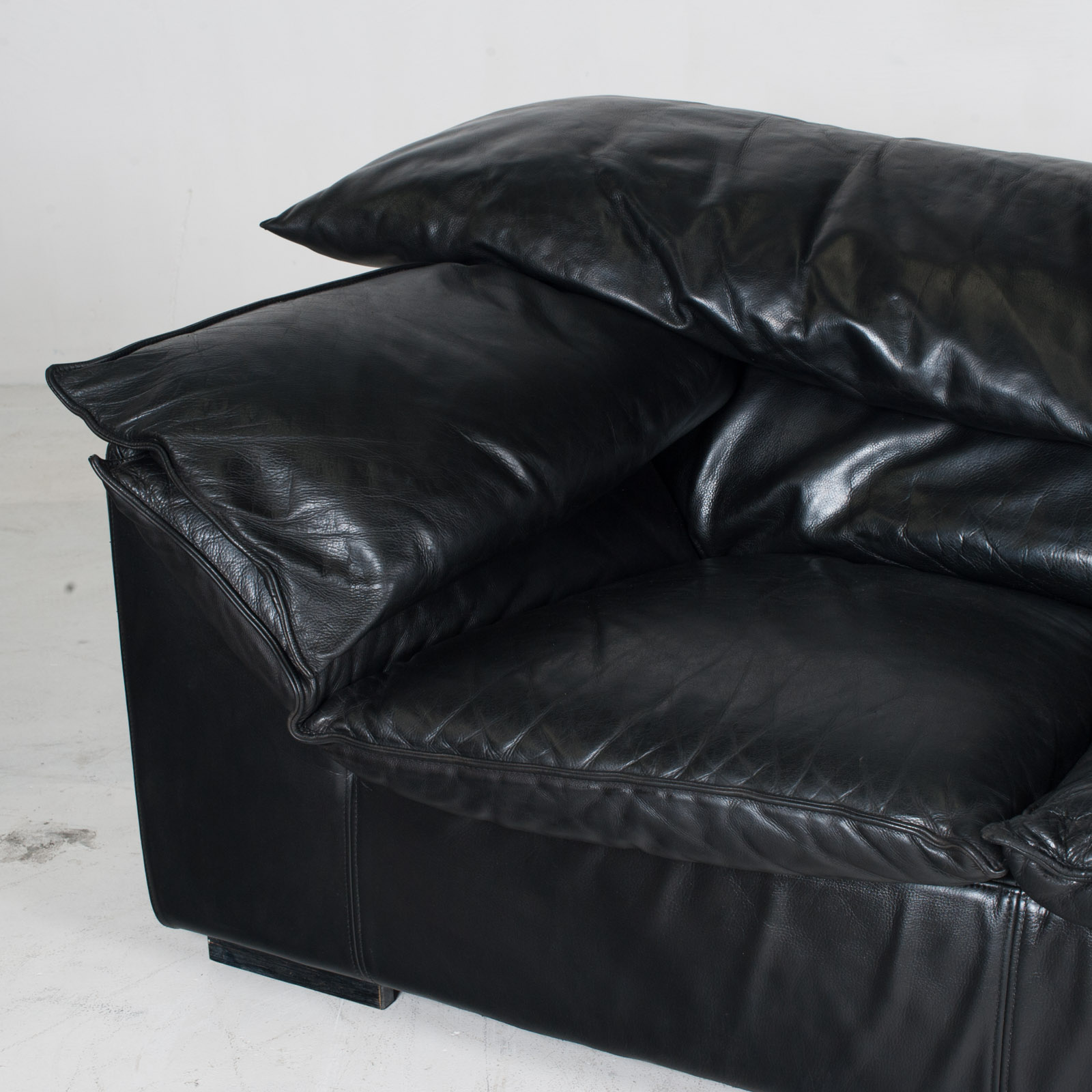 Model Monza 3 Seat Sofa By Eilerson In Black Leather 1970s Denmark 05