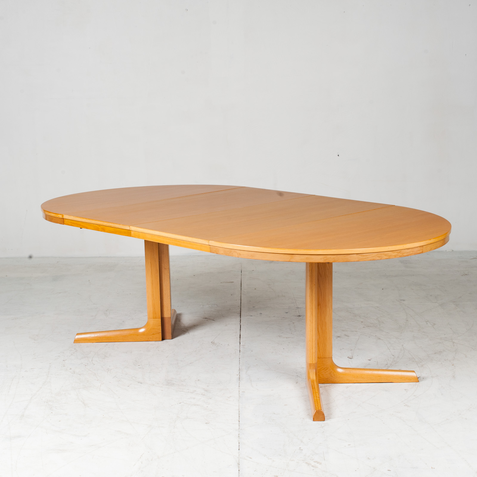 Round Dining Table In Oak With Pedestal Base And 2 Extentions 1960s Denmark 10