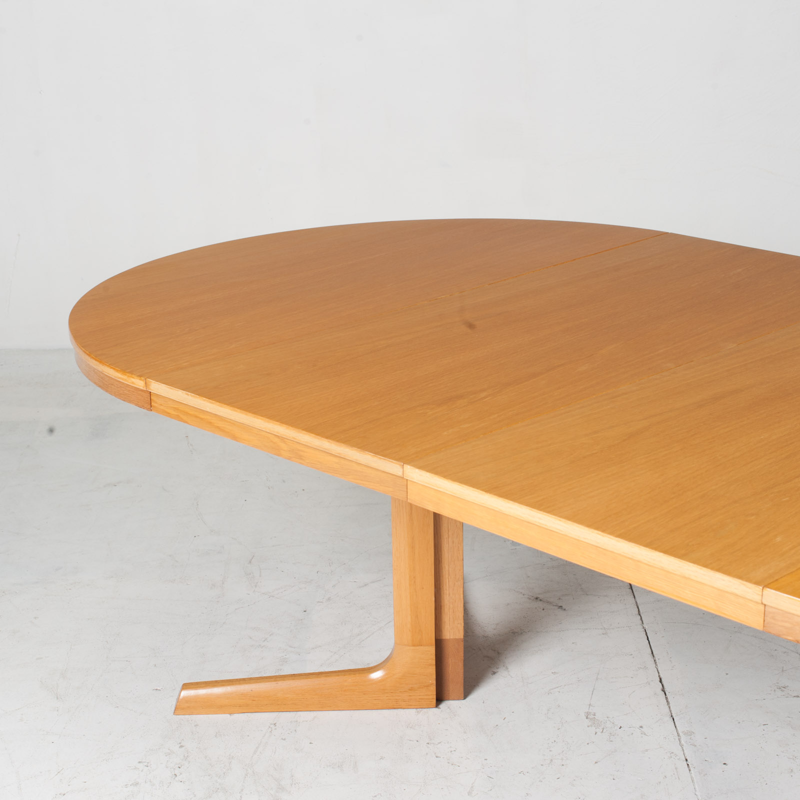 Round Dining Table In Oak With Pedestal Base And 2 Extentions 1960s Denmark 11