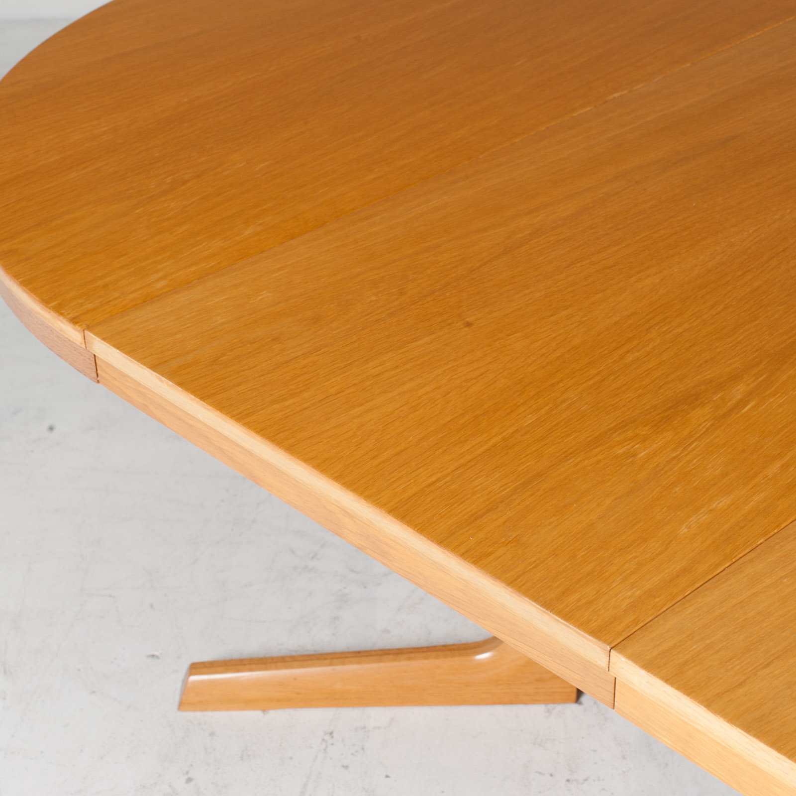 Round Dining Table In Oak With Pedestal Base And 2 Extentions 1960s Denmark 14