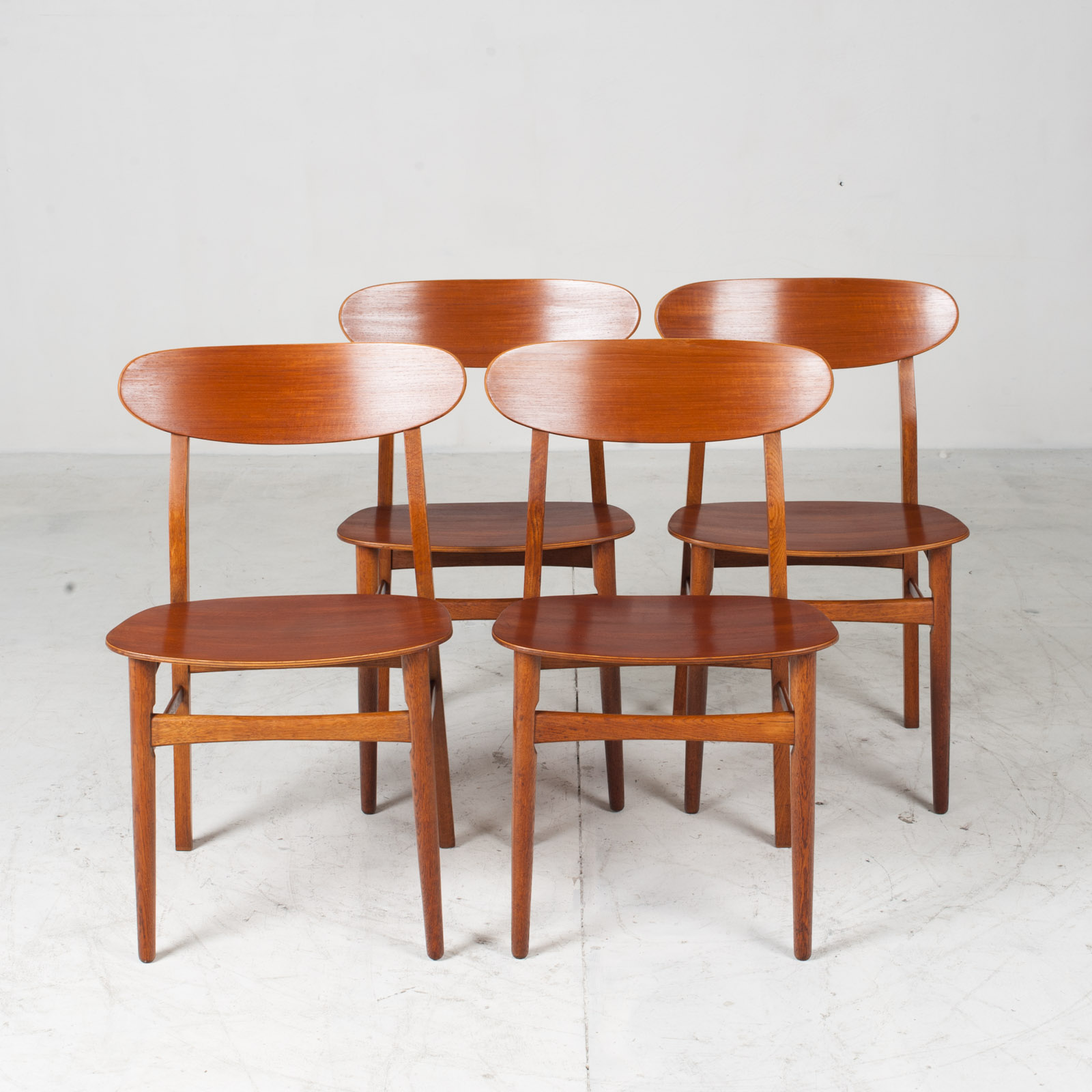 Set Of 4 Round Back Dining Chairs In Teak 1960s Denmark19