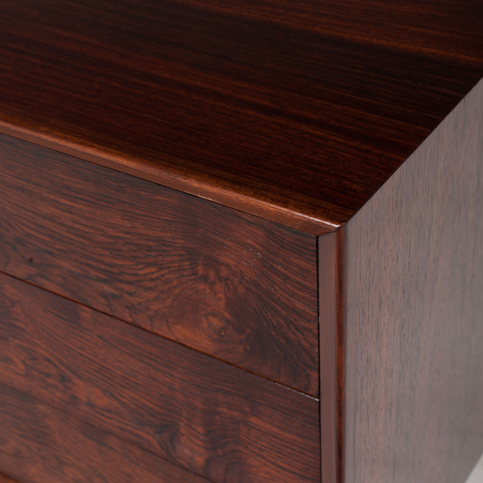 Low Chest Of Drawers In Rosewood 010