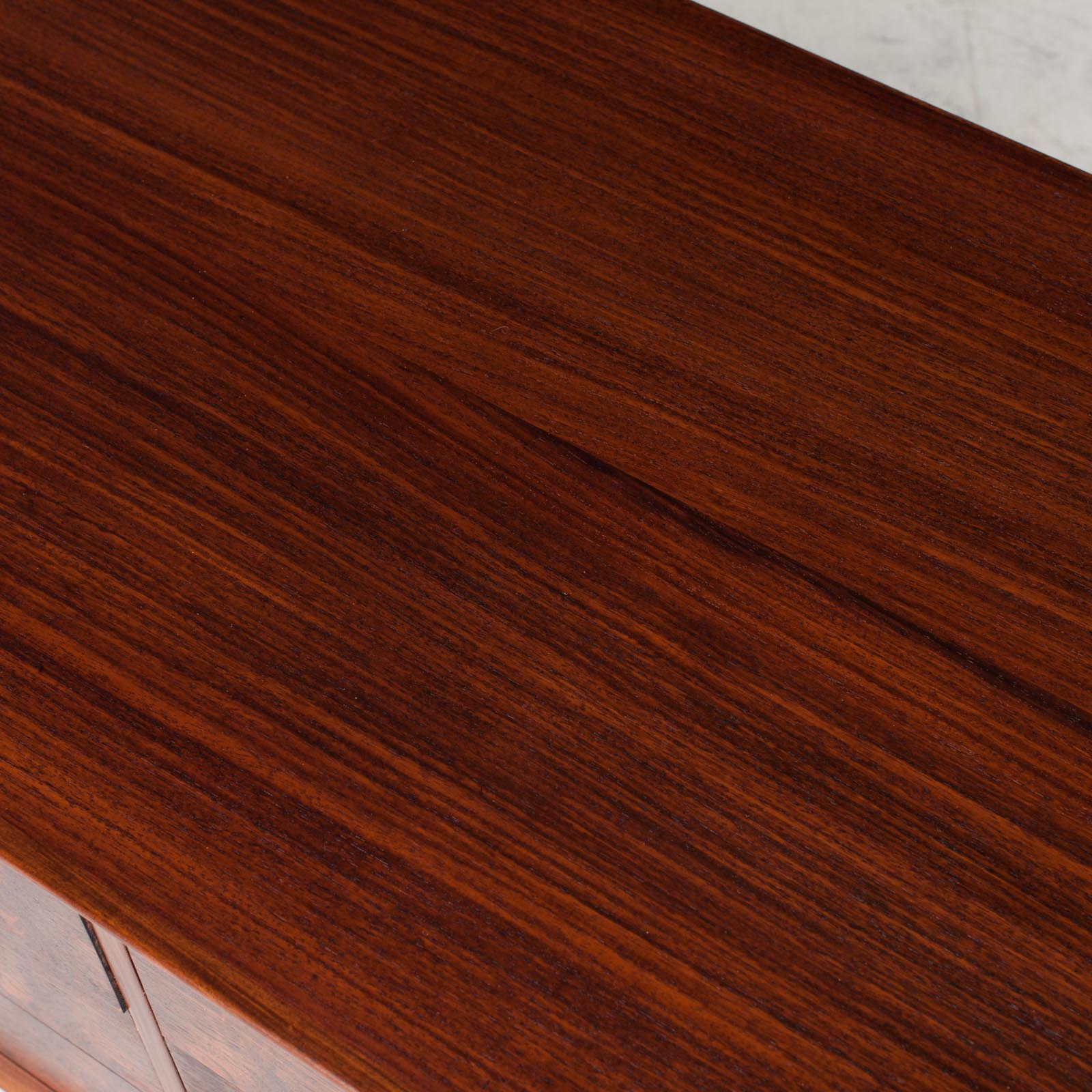 Low Chest Of Drawers In Rosewood 011