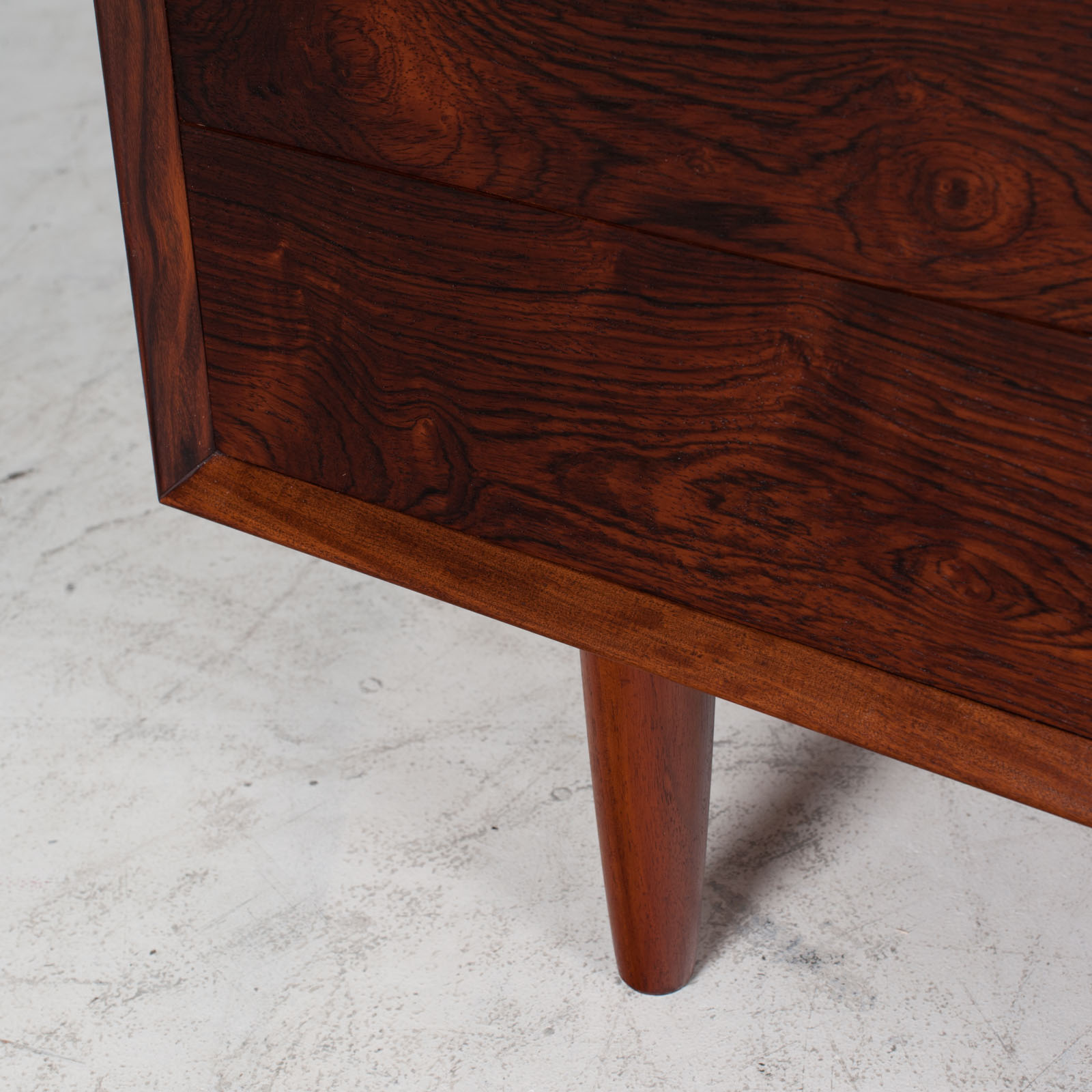 Low Chest Of Drawers In Rosewood 012