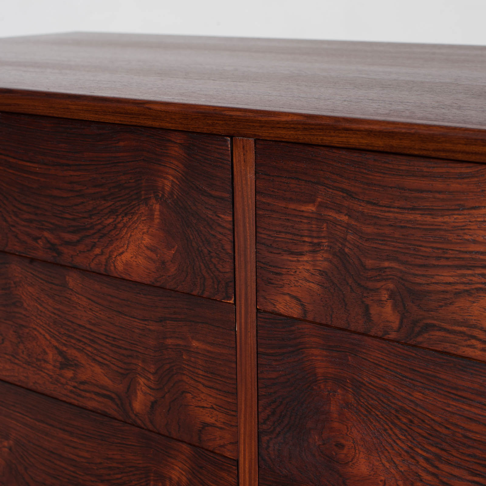 Low Chest Of Drawers In Rosewood 013