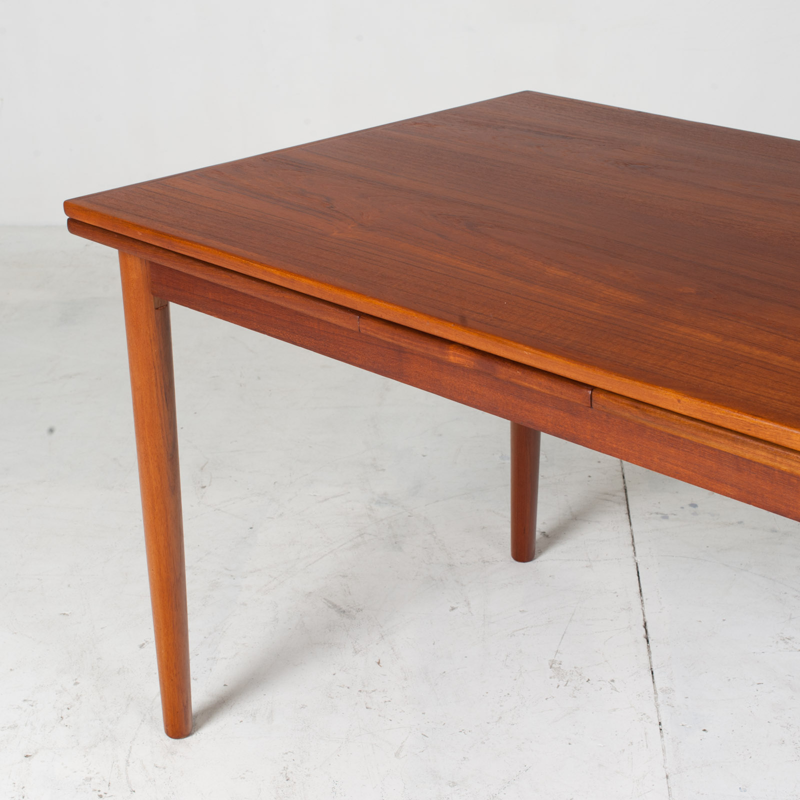 Rectangular Dining Table With Solid Edge In Teak 3