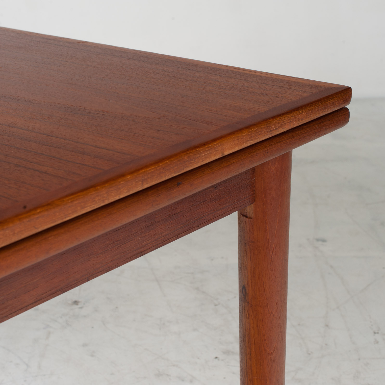 Rectangular Dining Table With Solid Edge In Teak 8