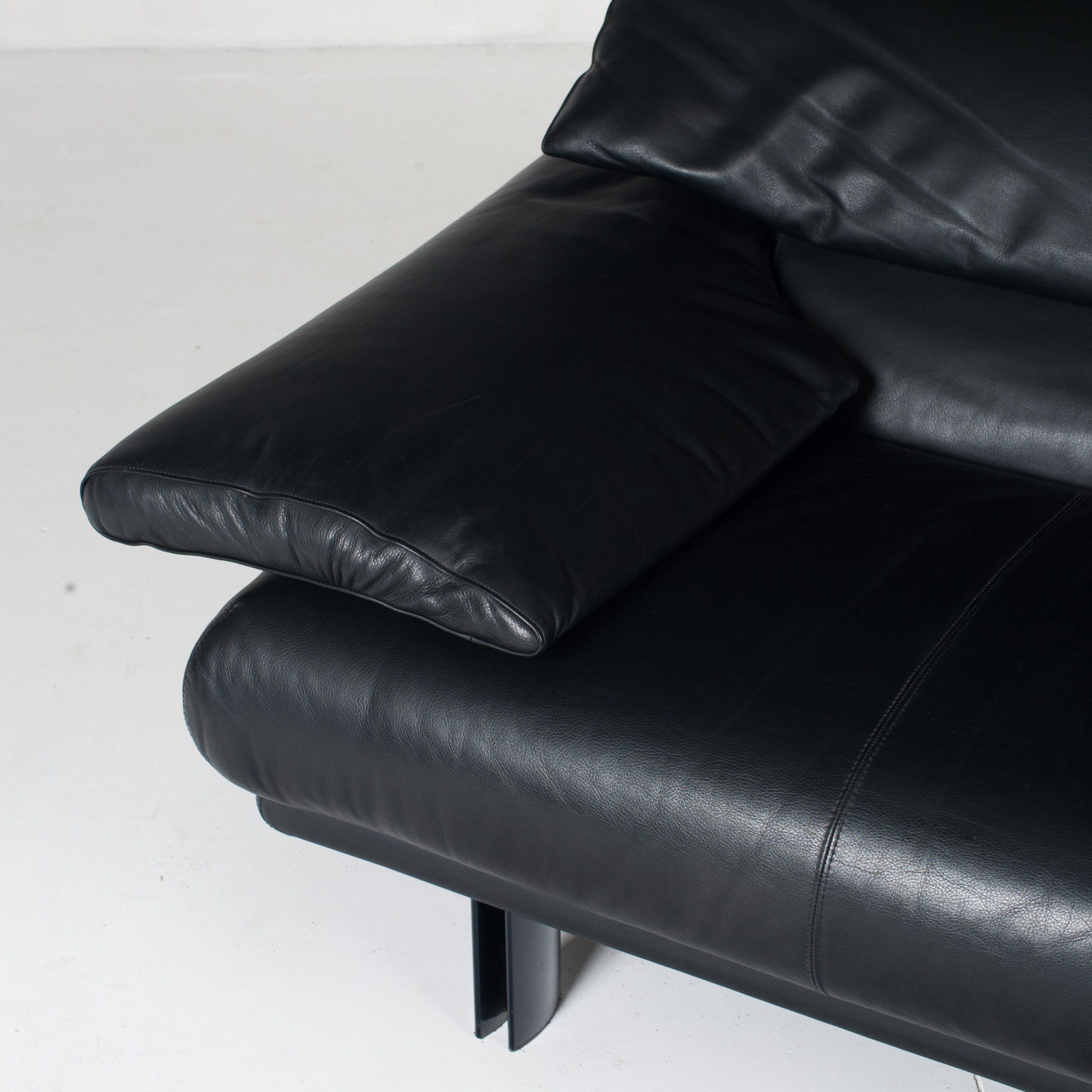 Alanda Armchair By Paolo Piva For B&b Italia In Black Leather, 1980s, Italy 8