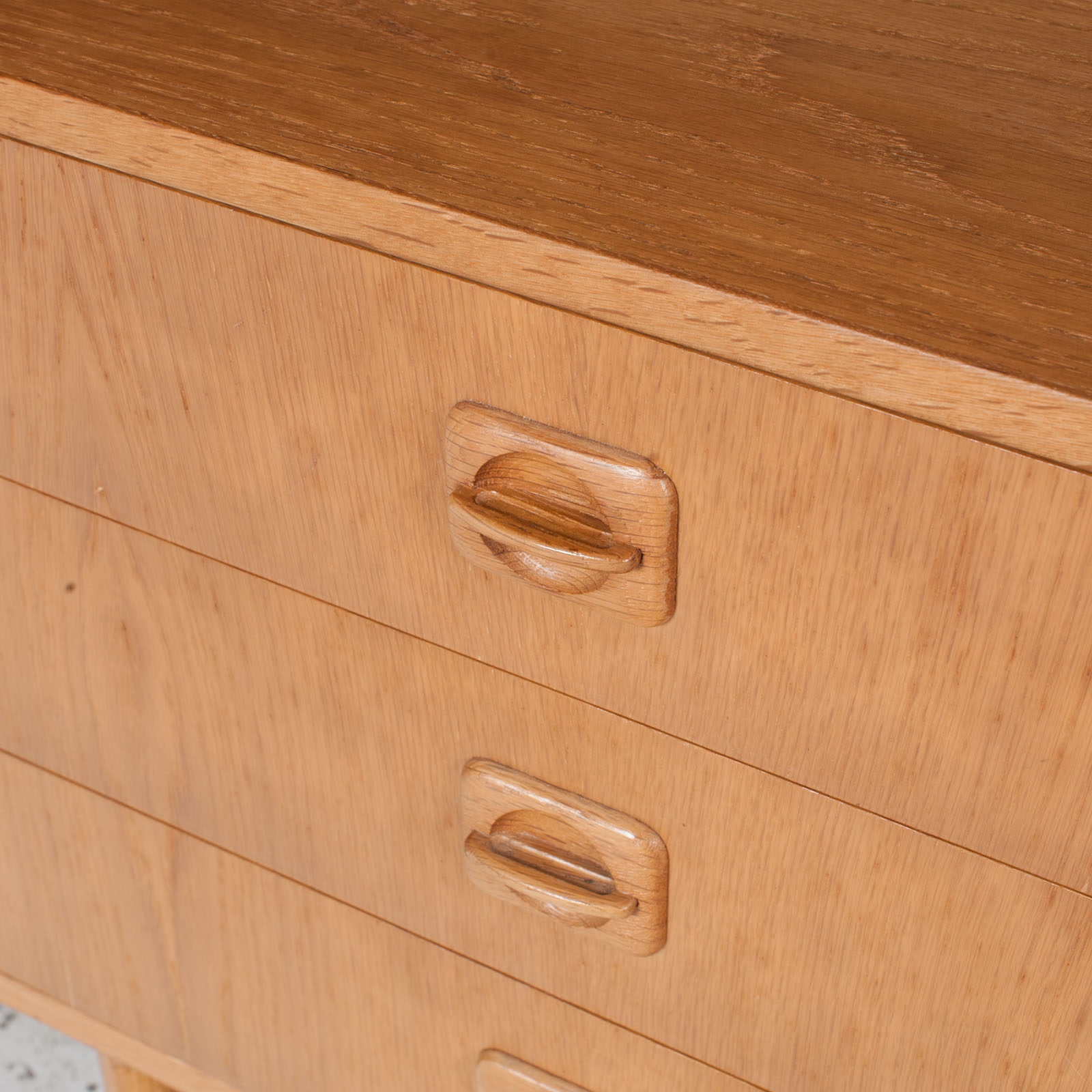 Small Chest Of Drawers In Oak 6