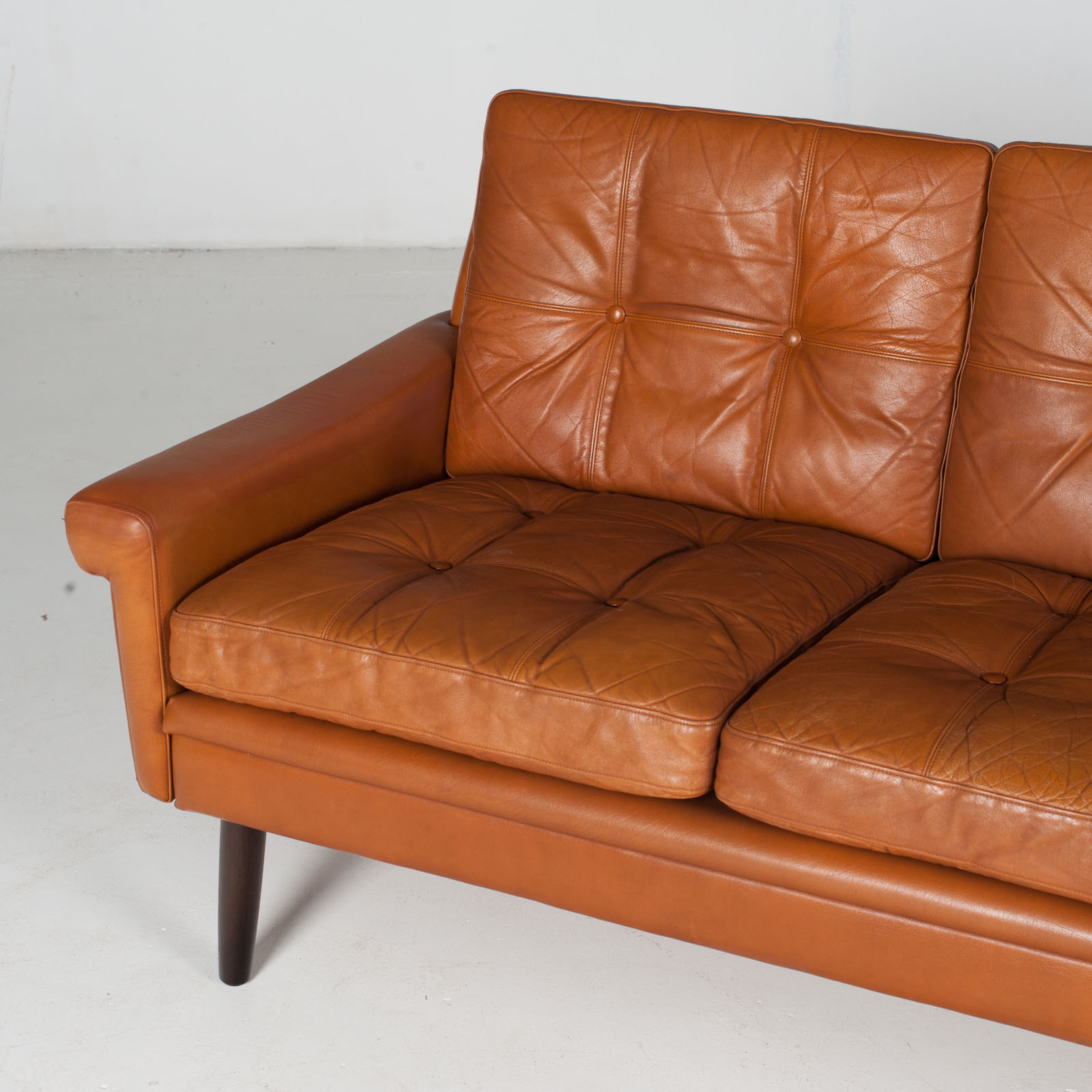 3 Seat Sofa In Tan Leather With Button Detailing For Skipper, 1960s, Denmark5