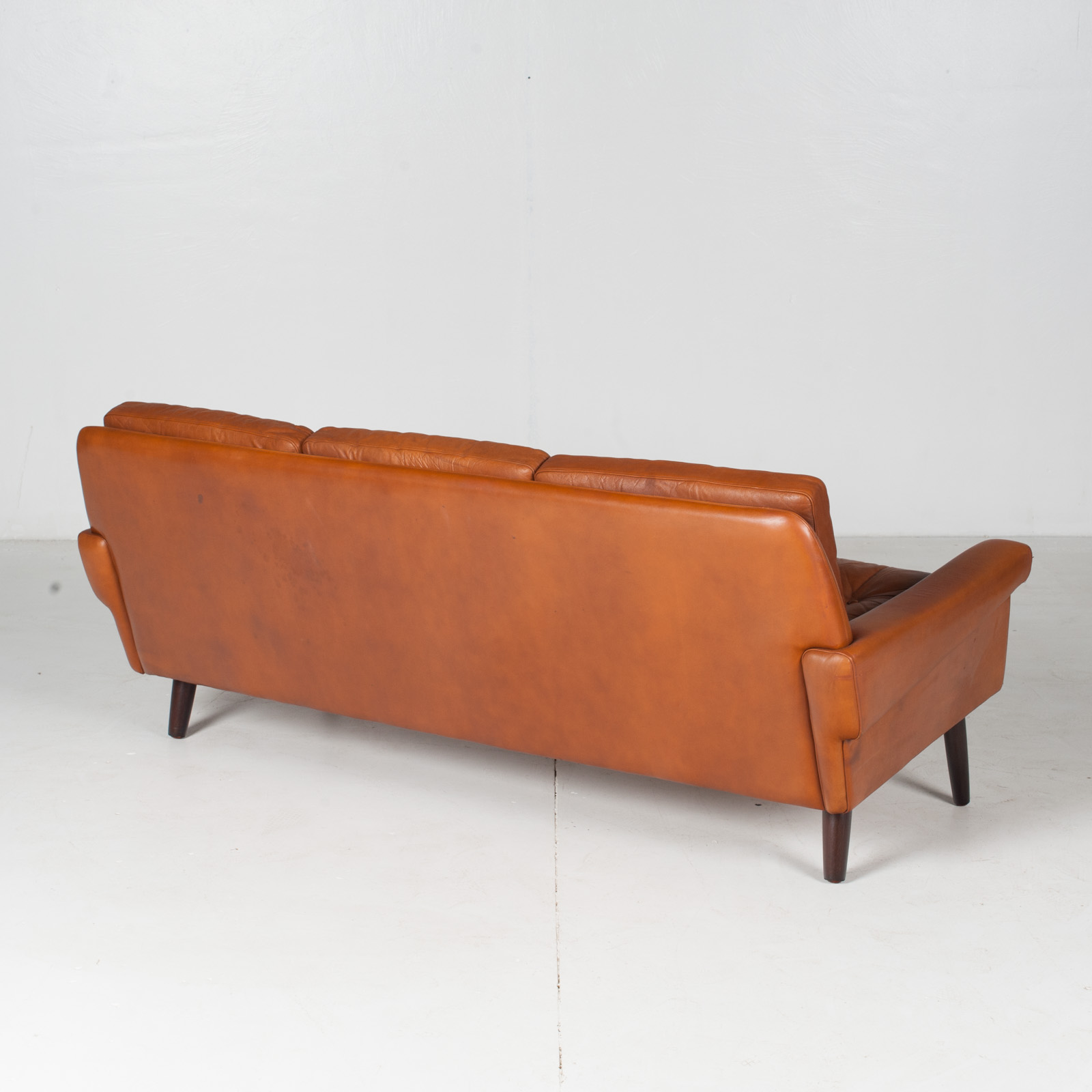 3 Seat Sofa In Tan Leather With Button Detailing For Skipper, 1960s, Denmark8