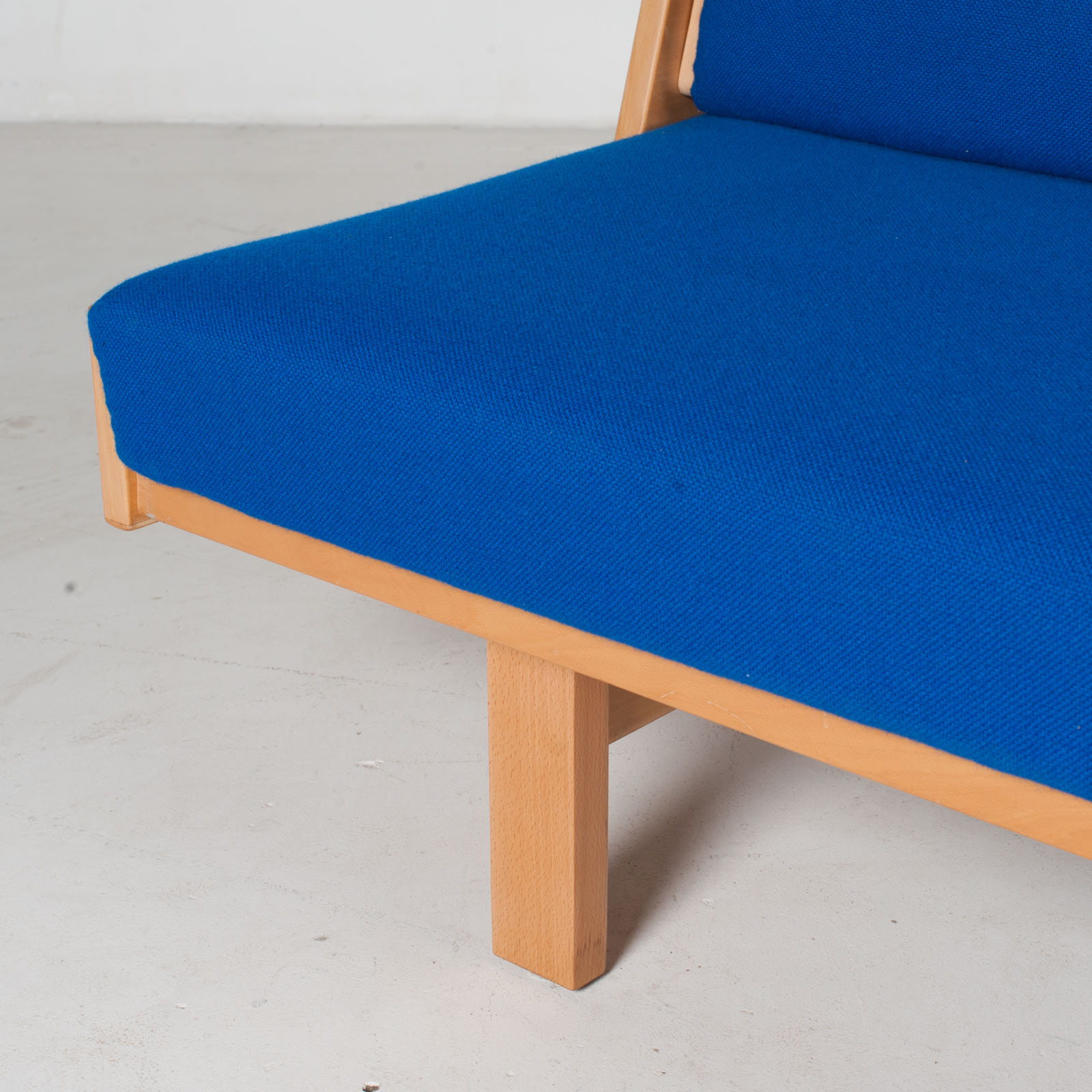 Ge 258 Daybed By Hans J. Wegner In Beech With Original Blue Upholstery For Getama, 1960s, Denmark11