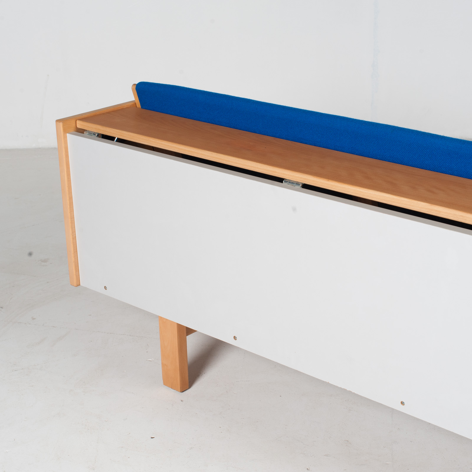 Ge 258 Daybed By Hans J. Wegner In Beech With Original Blue Upholstery For Getama, 1960s, Denmark13