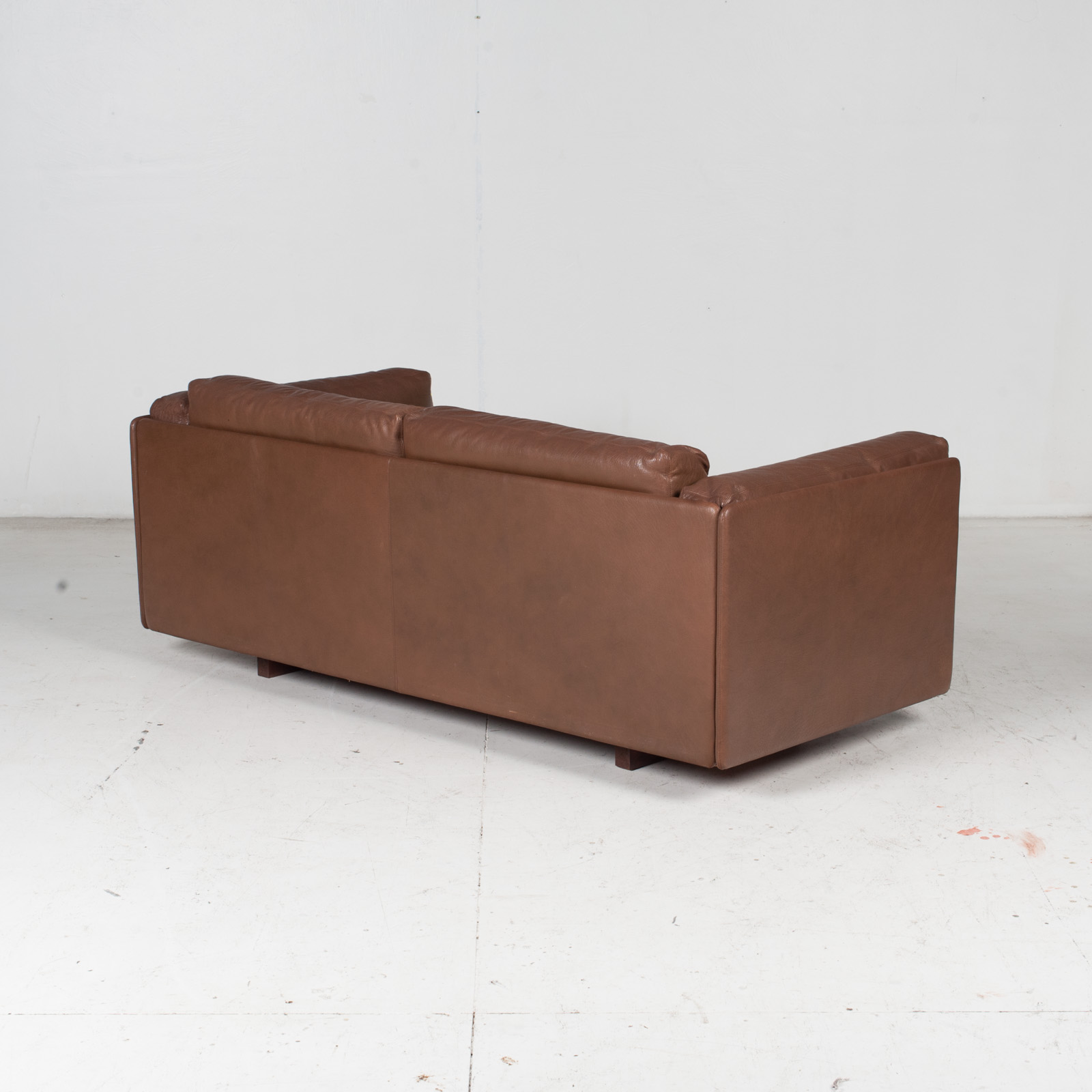 2 Seater Sofa In Brown Leather, 1960s, Switzerland 10