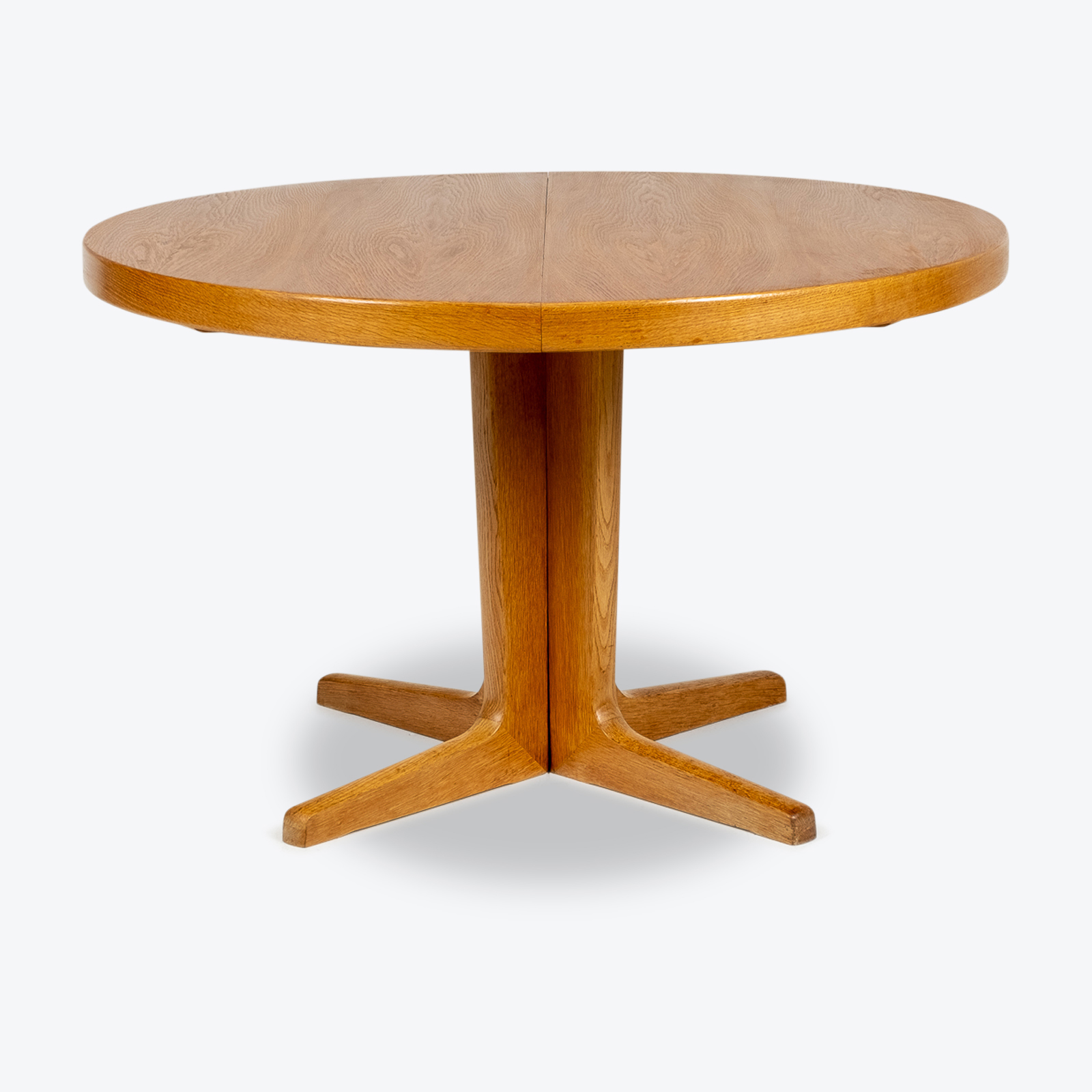 Round Pedestal Dining Table In Oak With Three Extension Leaves, 1960s, Denmark Hero