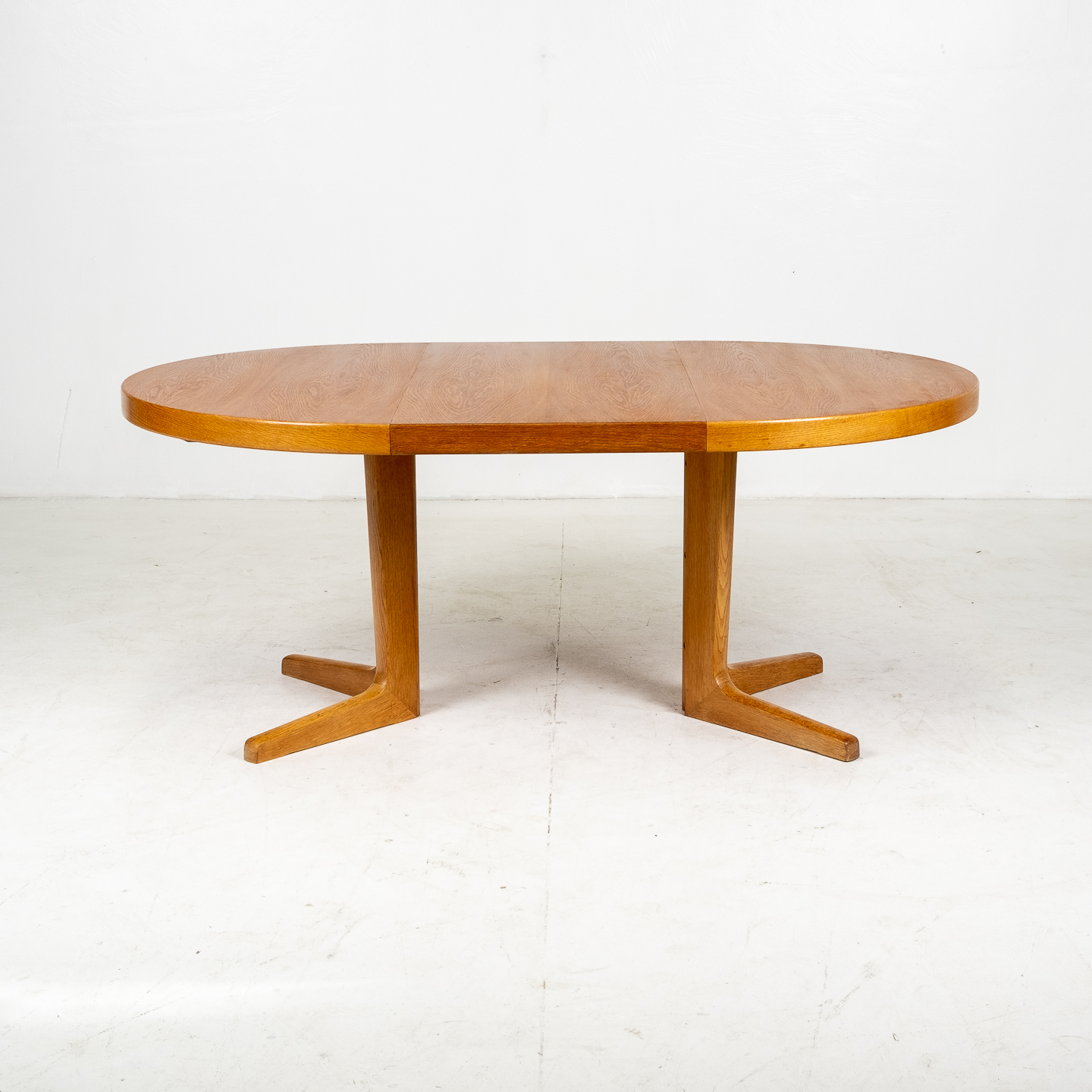 Round Pedestal Dining Table In Oak With Three Extension Leaves, 1960s, Denmark03