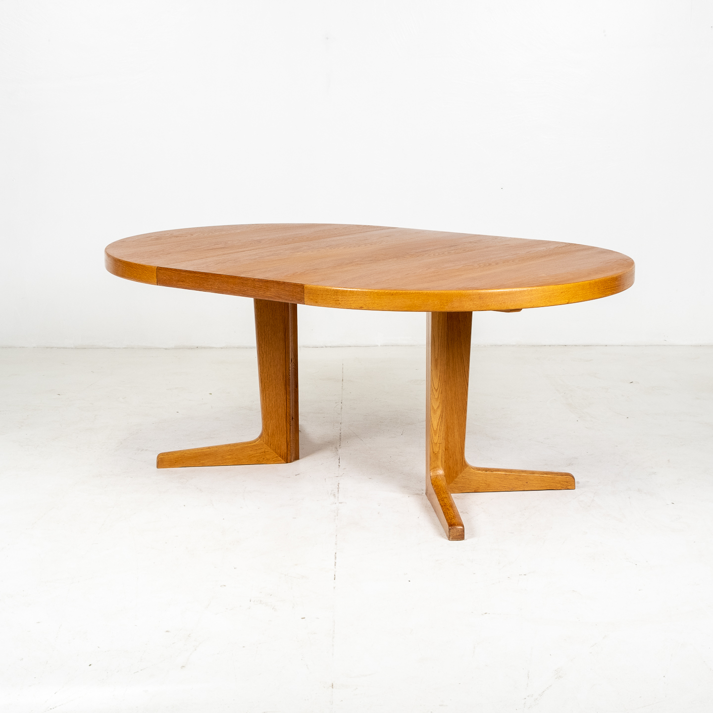 Round Pedestal Dining Table In Oak With Three Extension Leaves, 1960s, Denmark04