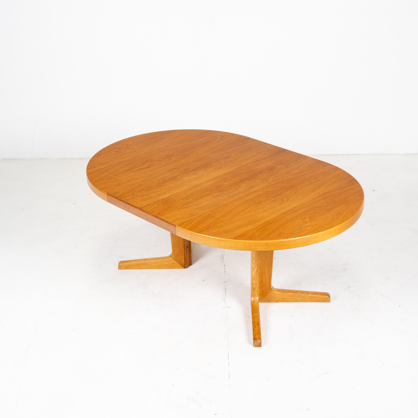 Round Pedestal Dining Table In Oak With Three Extension Leaves, 1960s, Denmark05