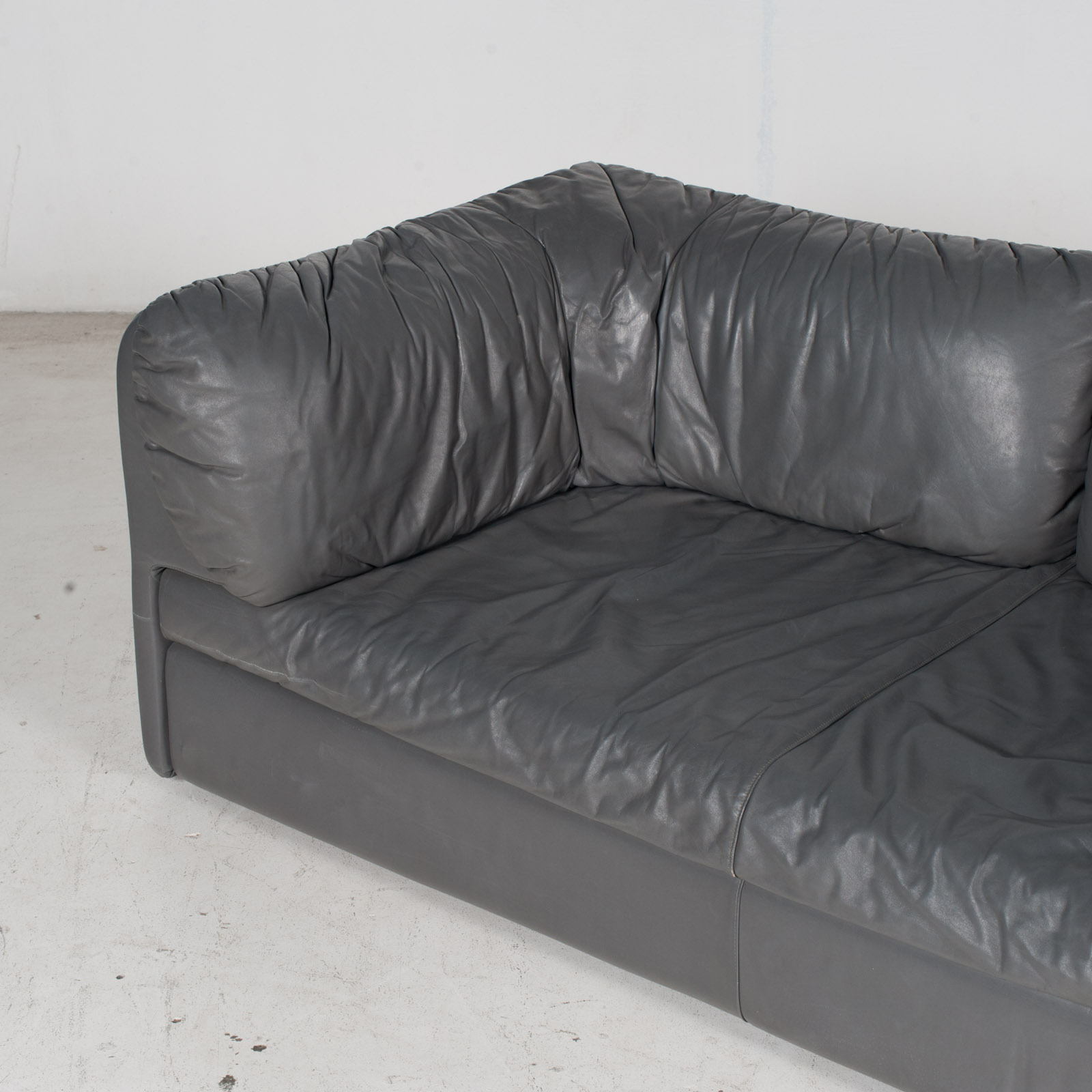 Model Pacific 2.5 Seat Sofa By Cini Boeri For Arflex In Grey Leather, 1980s, Italy 5