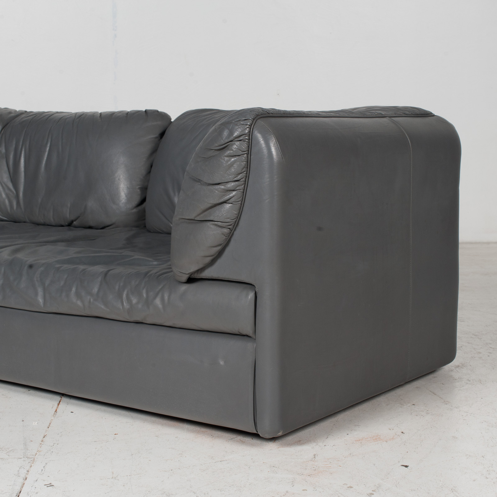 Model Pacific 2.5 Seat Sofa By Cini Boeri For Arflex In Grey Leather, 1980s, Italy 6