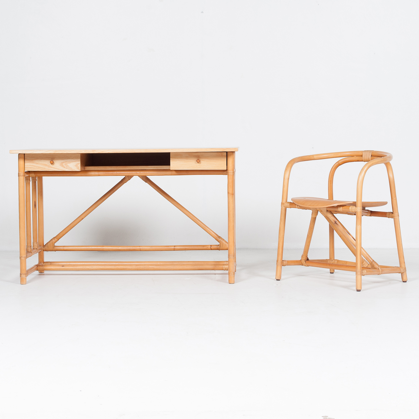 Desk And Chair In Bamboo (mt De 194 705 It)19