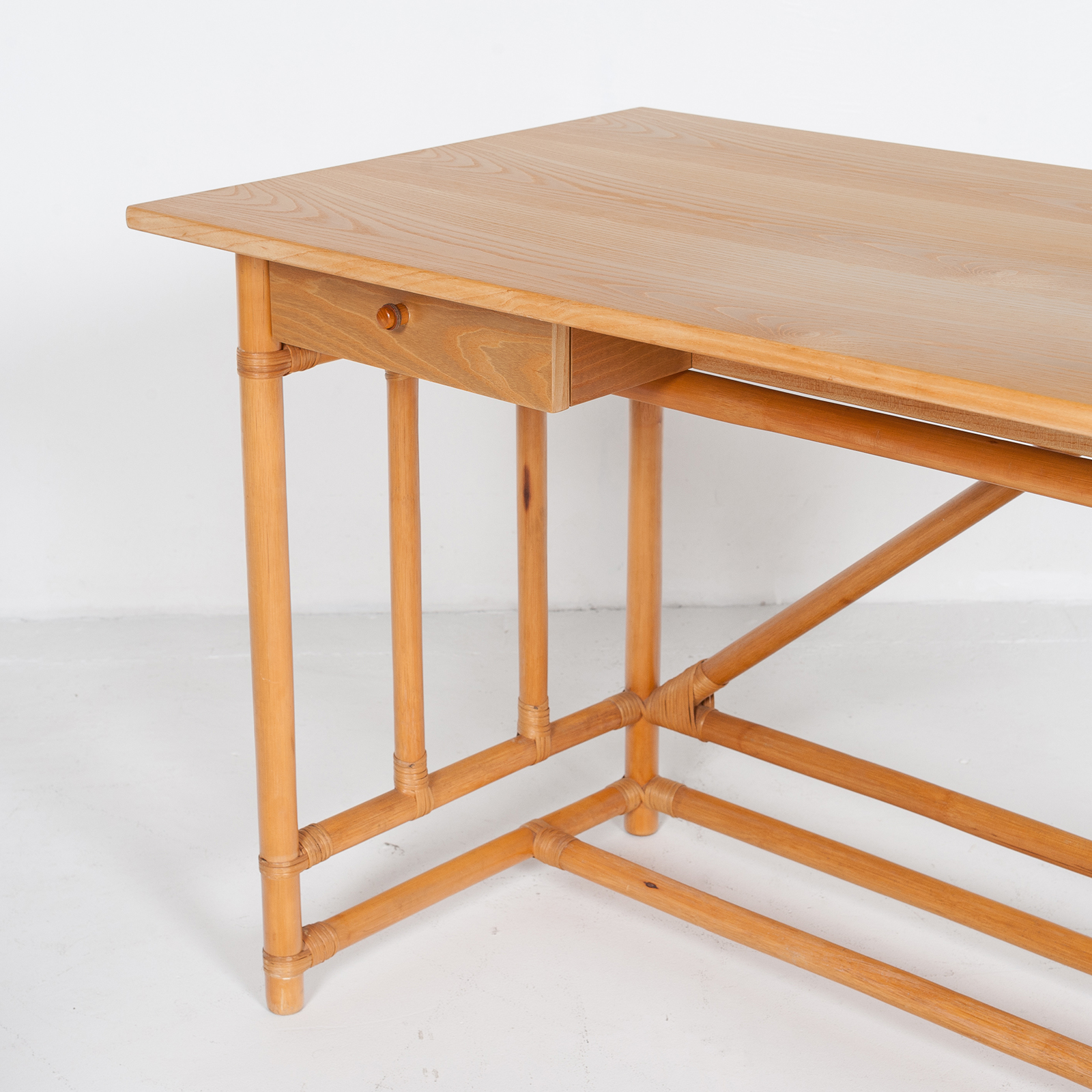 Desk And Chair In Bamboo (mt De 194 705 It)24