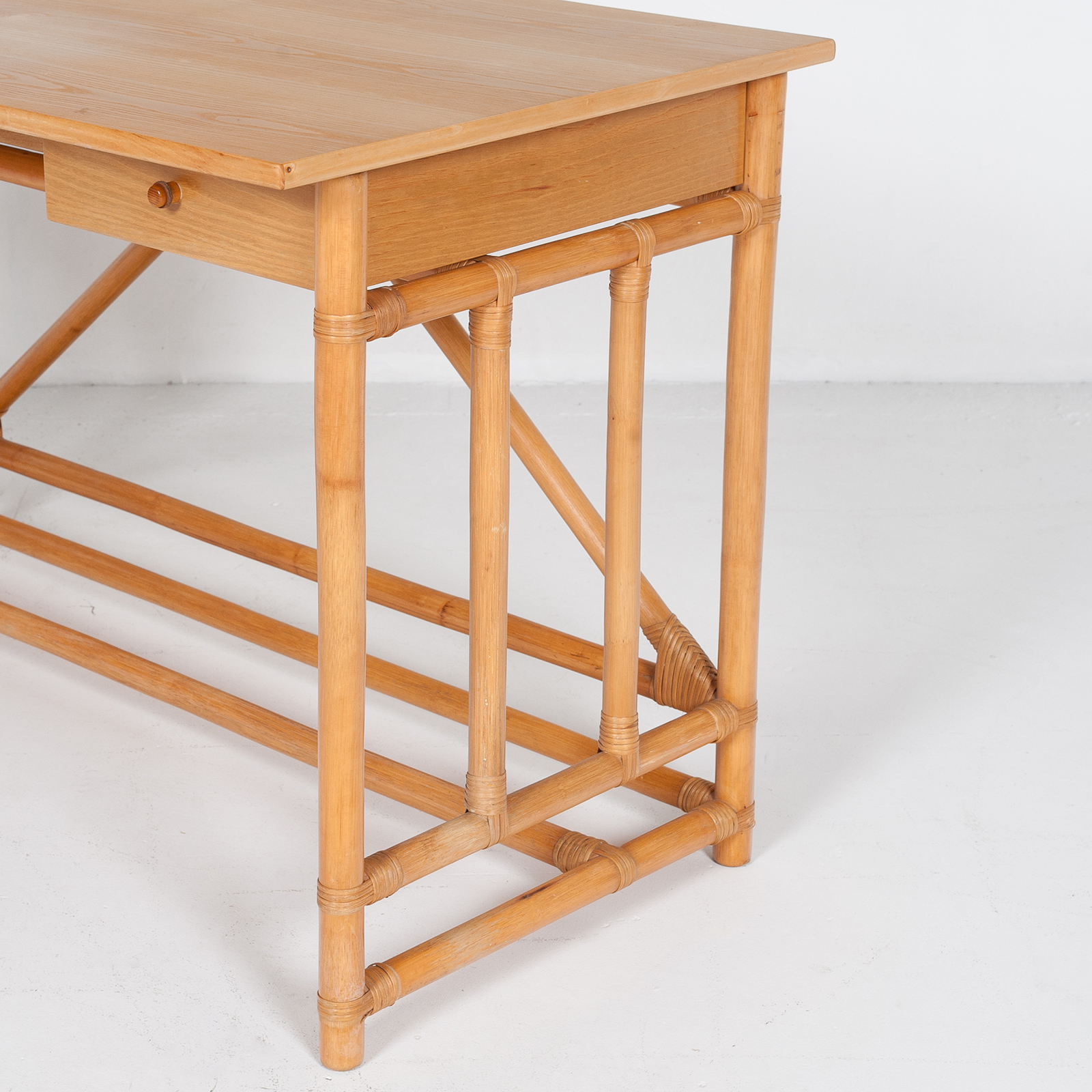 Desk And Chair In Bamboo (mt De 194 705 It)27