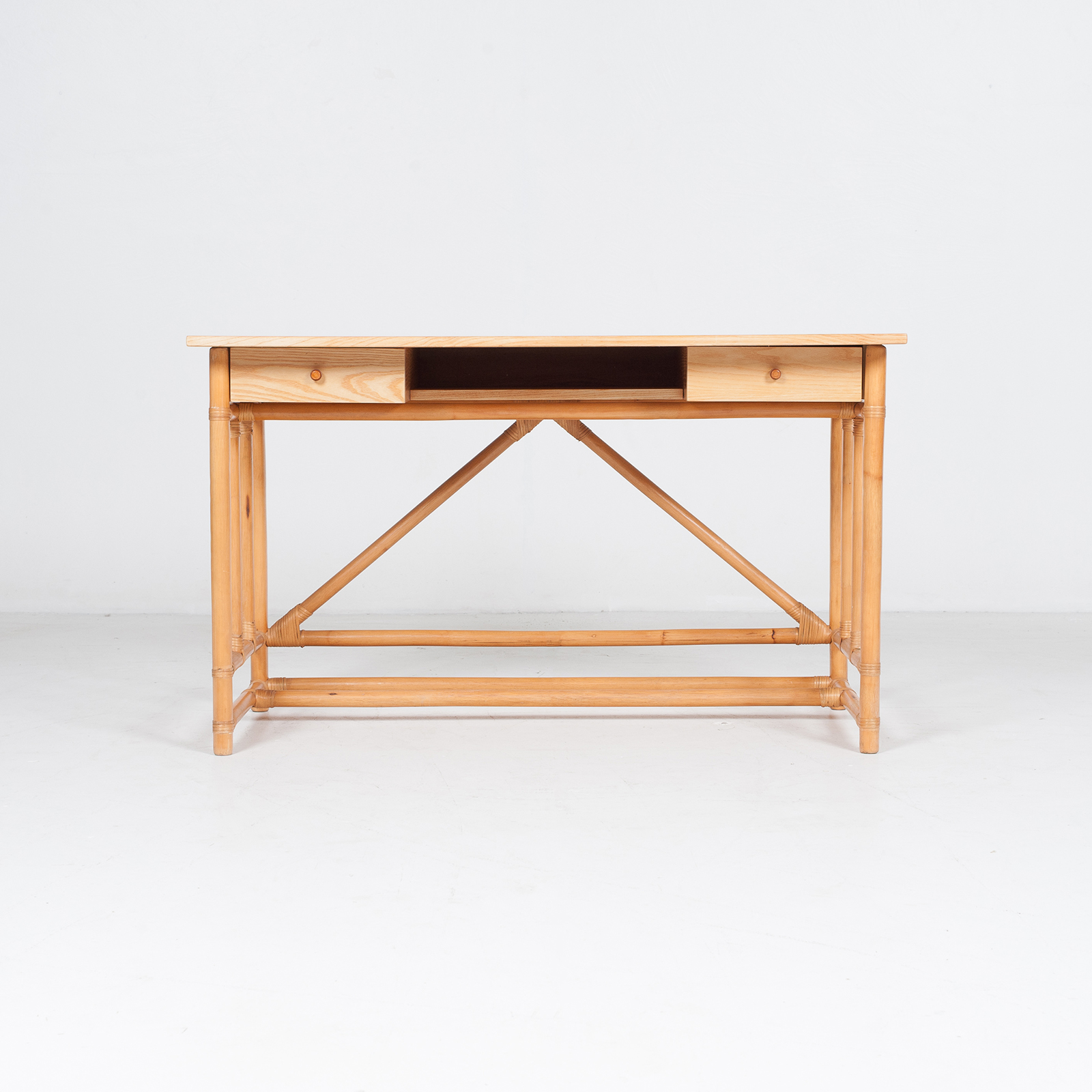 Desk And Chair In Bamboo (mt De 194 705 It)31