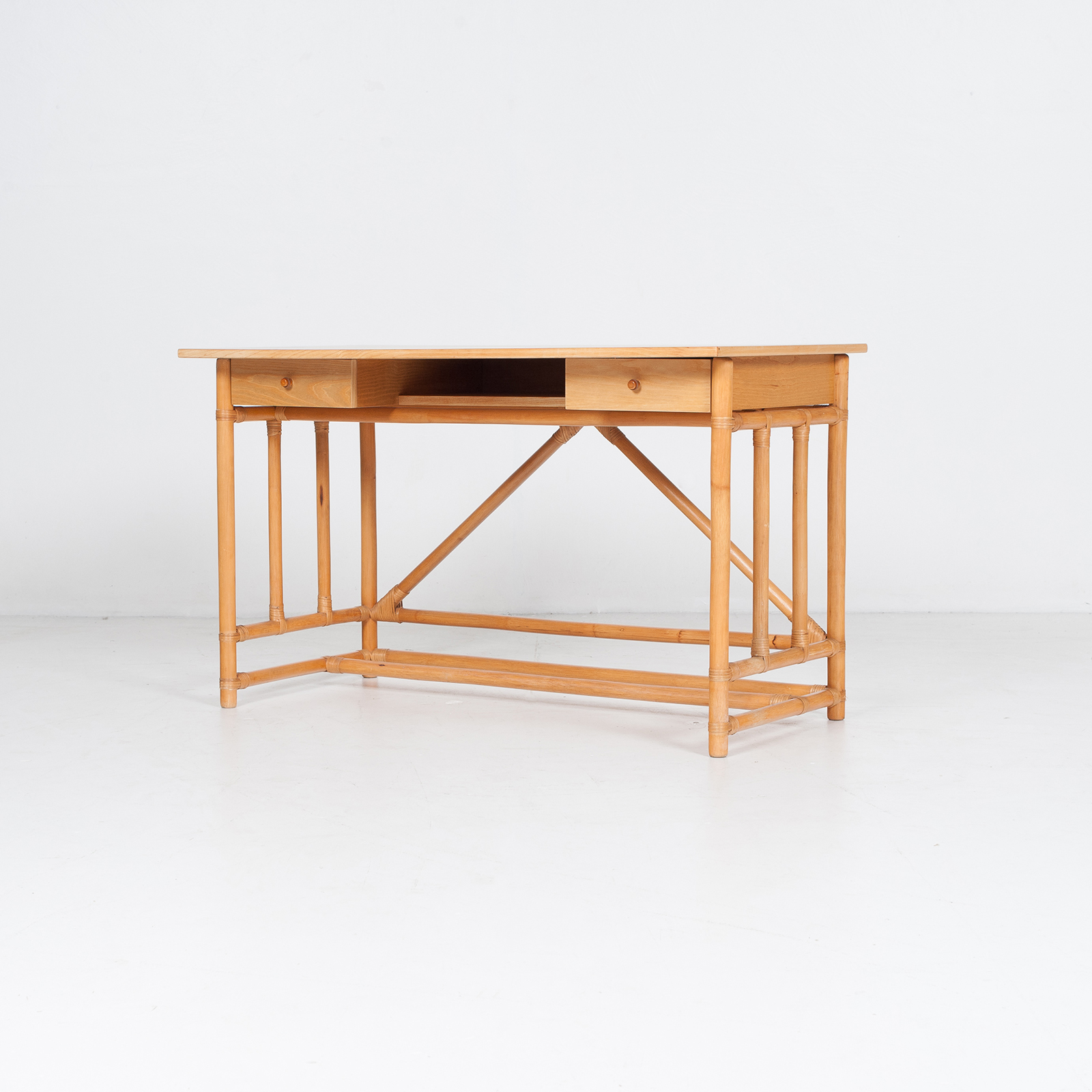 Desk And Chair In Bamboo (mt De 194 705 It)33