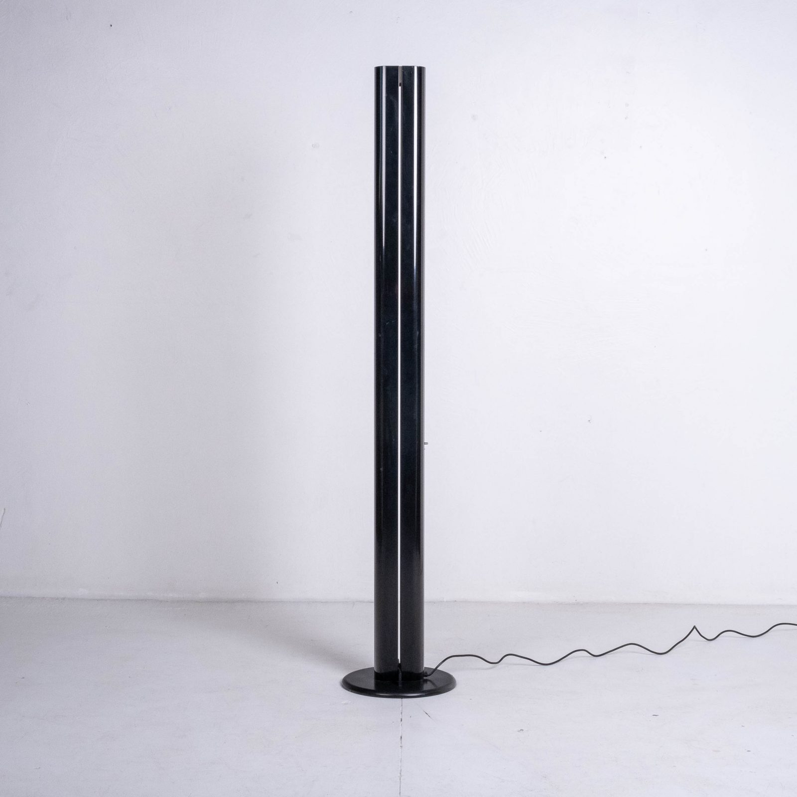 Megaron Floor Lamp By Gianfranco Frattini For Artemide, 1970s, Italy Heroshot