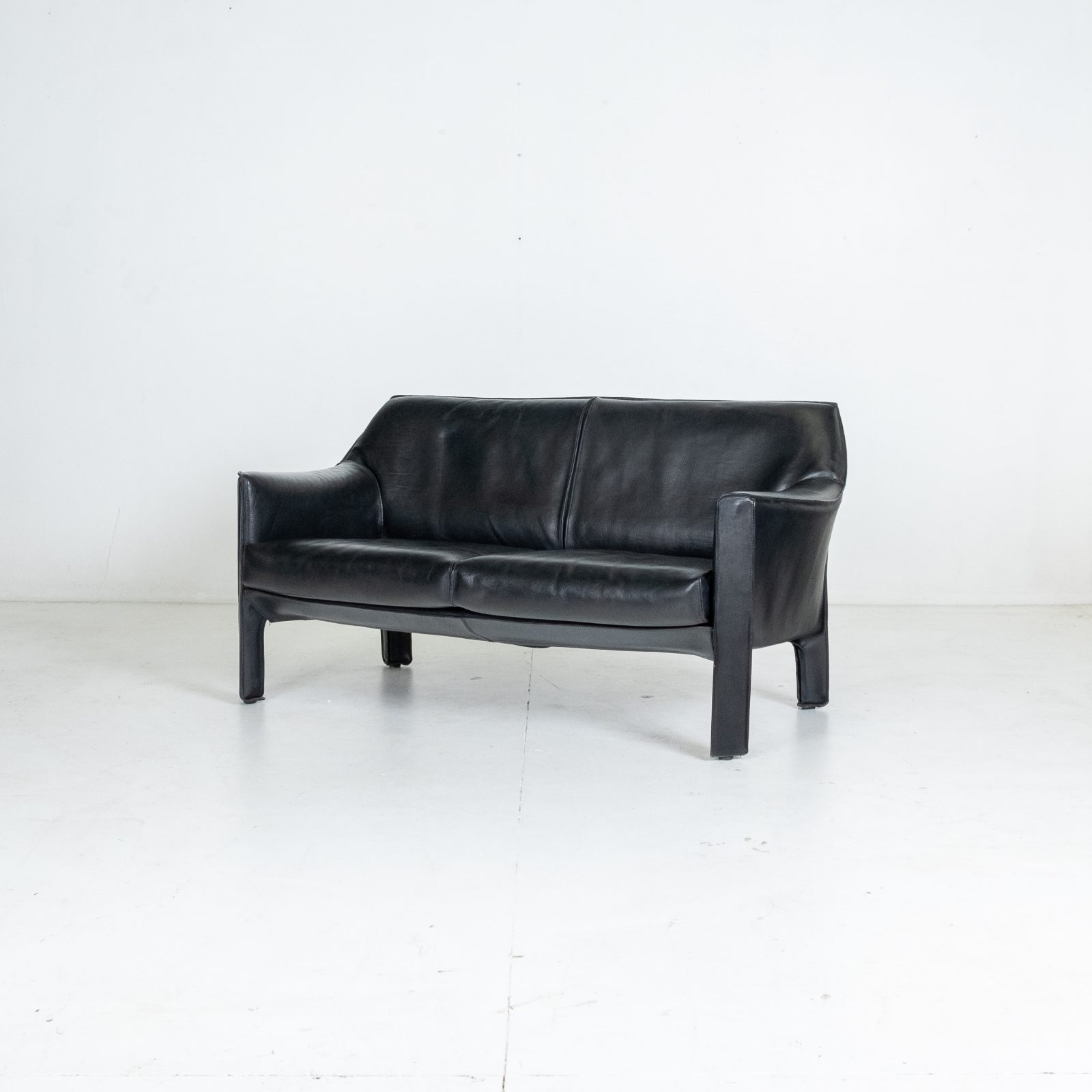 Model 415 Cab 2 Seat Sofa By Mario Bellini For Cassina In Black Leather, 1987, Italy Hero 2