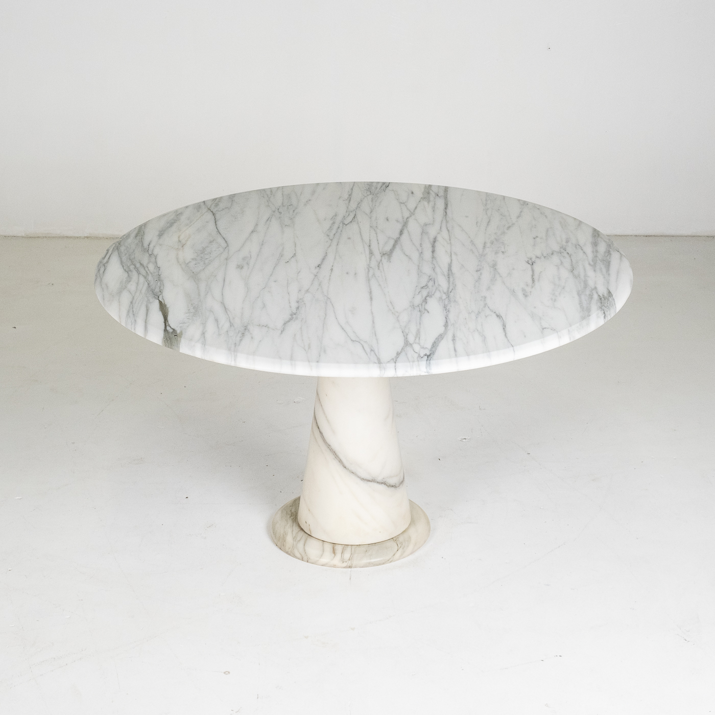 Round Marble Dining Table In The Style Of The M1 By Angelo Mangiarotti In White Calacatta Marble, 1970s, Italy 87
