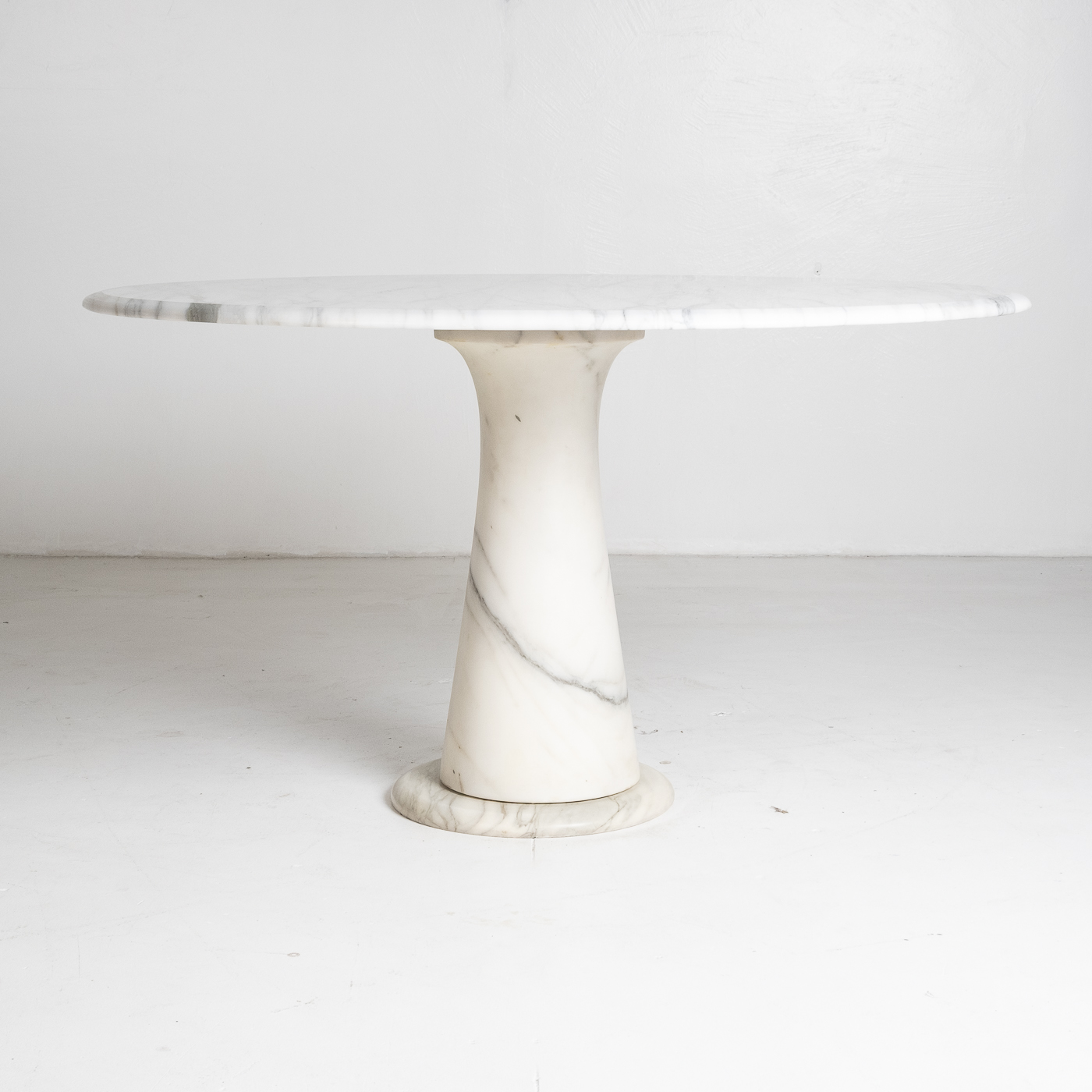 Round Marble Dining Table In The Style Of The M1 By Angelo Mangiarotti In White Calacatta Marble, 1970s, Italy 90