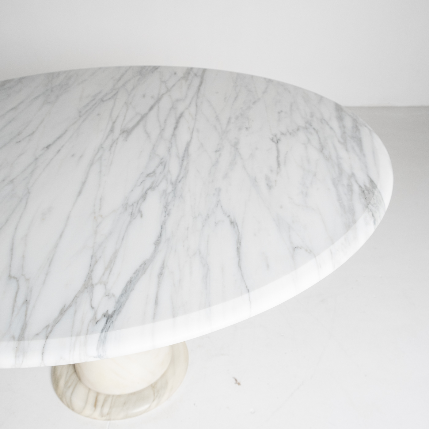 Round Marble Dining Table In The Style Of The M1 By Angelo Mangiarotti In White Calacatta Marble, 1970s, Italy 91