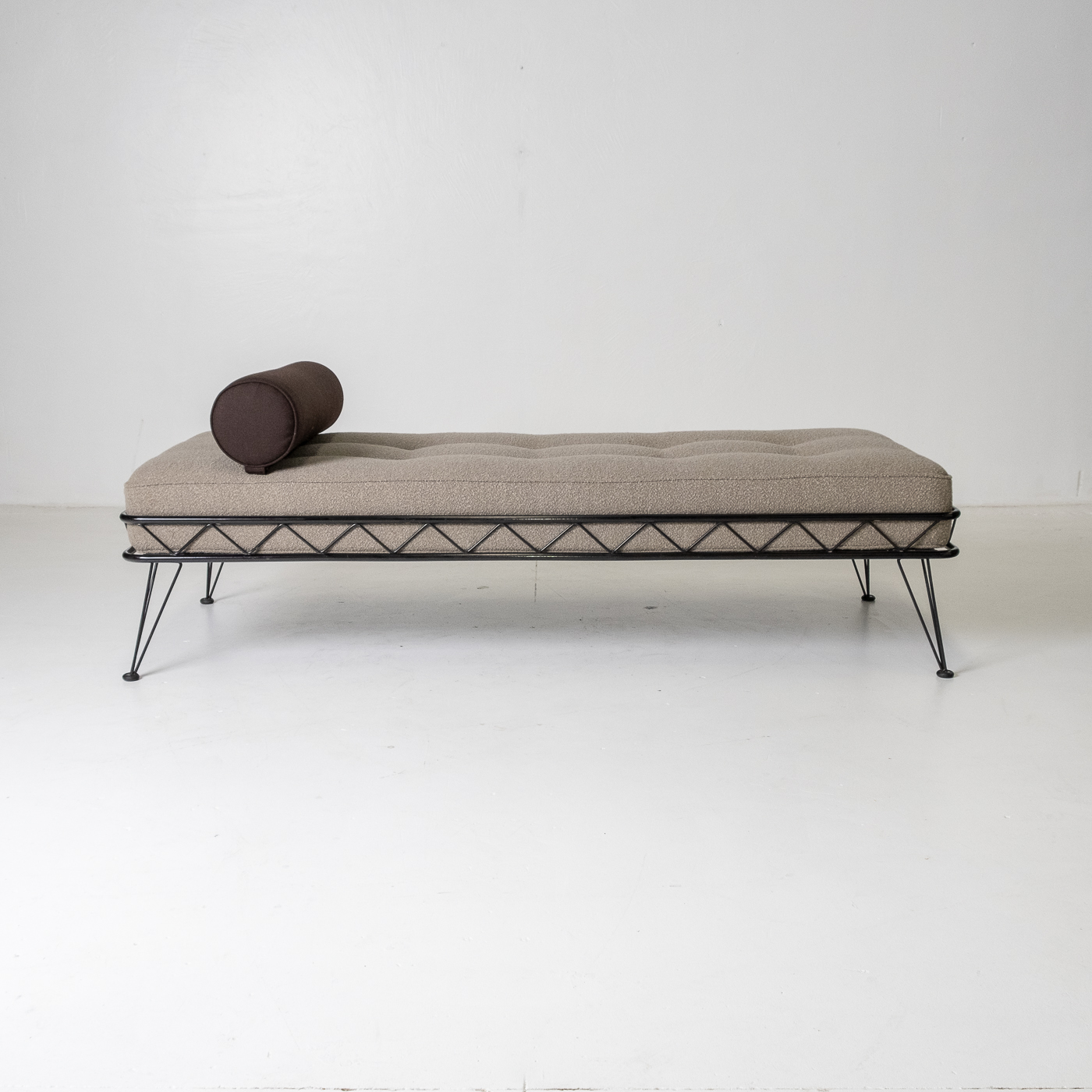 Arielle Daybed By Wim Rietveld For Auping With Black Frame And New Instyle Boucle Upholstery, 1956, The Netherlands 44