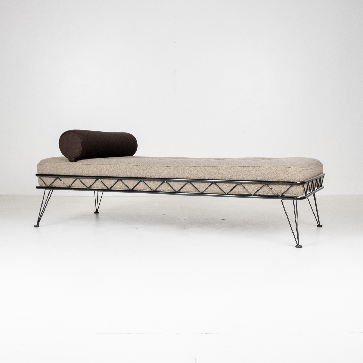 Arielle Daybed By Wim Rietveld For Auping With Black Frame And New Instyle Boucle Upholstery, 1956, The Netherlands 49