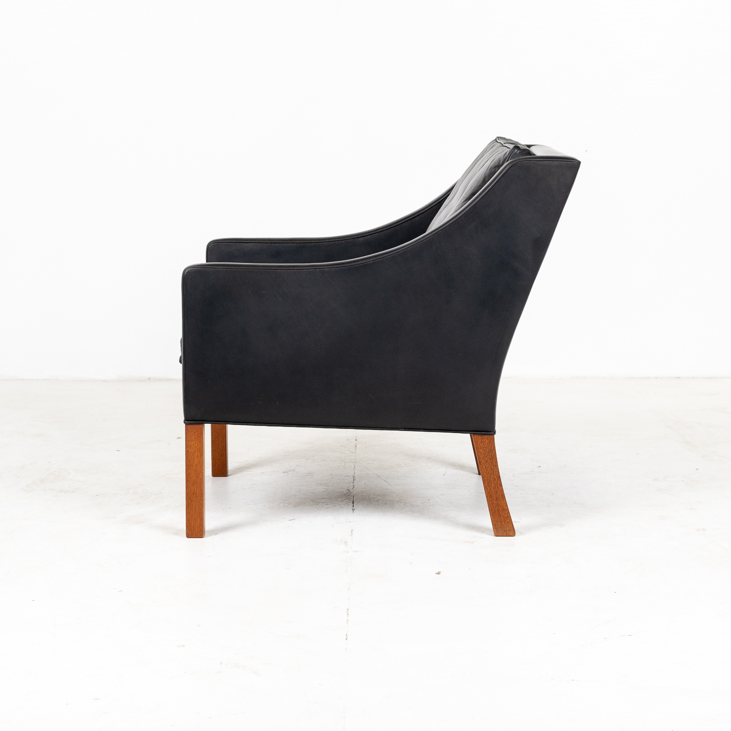 Model 2207 Armchair With Footstool Designed By Borge Mogensen For Fredericia Mobelfabrik In Black Leather, 1960s, Denmark 0000007