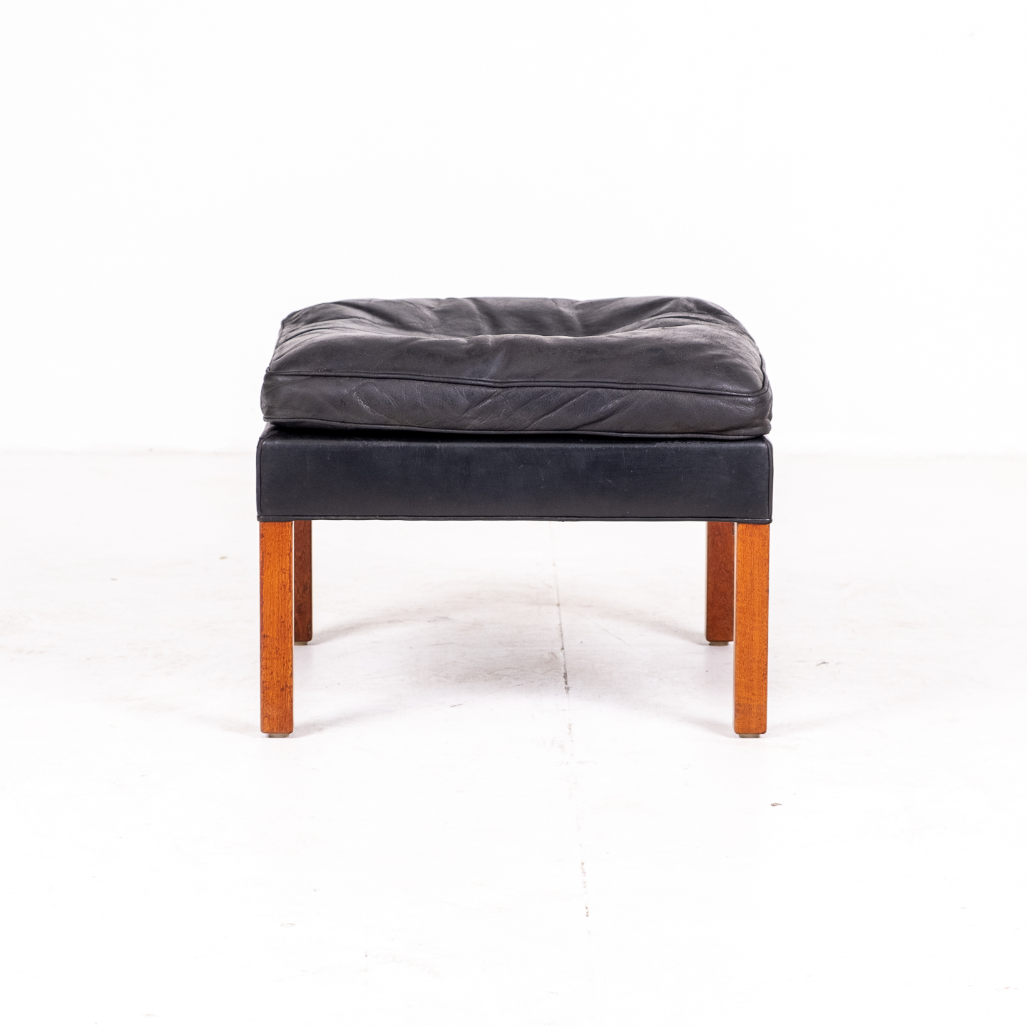 Model 2207 Armchair With Footstool Designed By Borge Mogensen For Fredericia Mobelfabrik In Black Leather, 1960s, Denmark 0000012