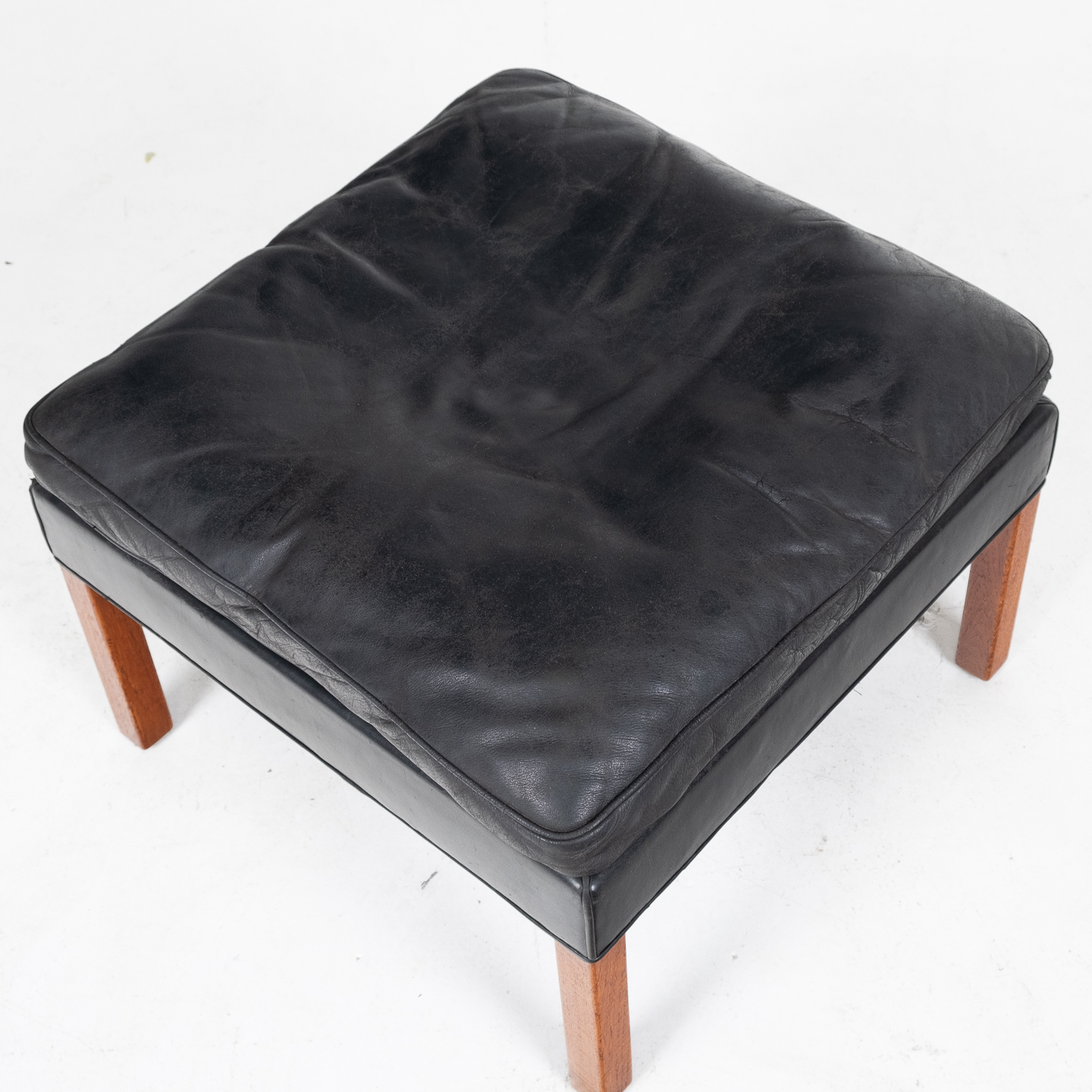 Model 2207 Armchair With Footstool Designed By Borge Mogensen For Fredericia Mobelfabrik In Black Leather, 1960s, Denmark 0000014