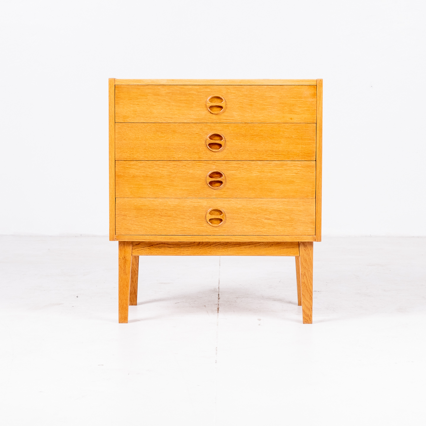 Small Chest Of Drawers In Oak With Solid Base, 1960s, Denmark01