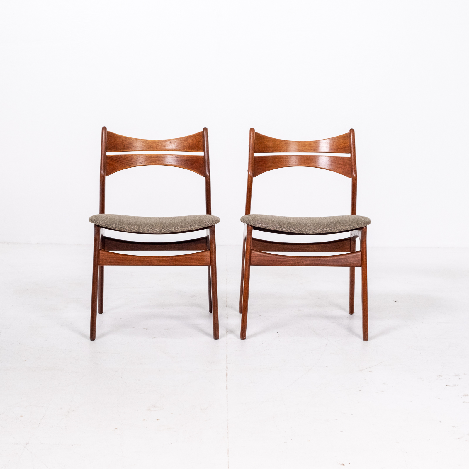 Set Of 2 Model 130 Dining Chairs By Erik Buch For Christian Christensens Mobelfabrik In New Instyle Upholstery And Teak, 1960s, Denmark 03
