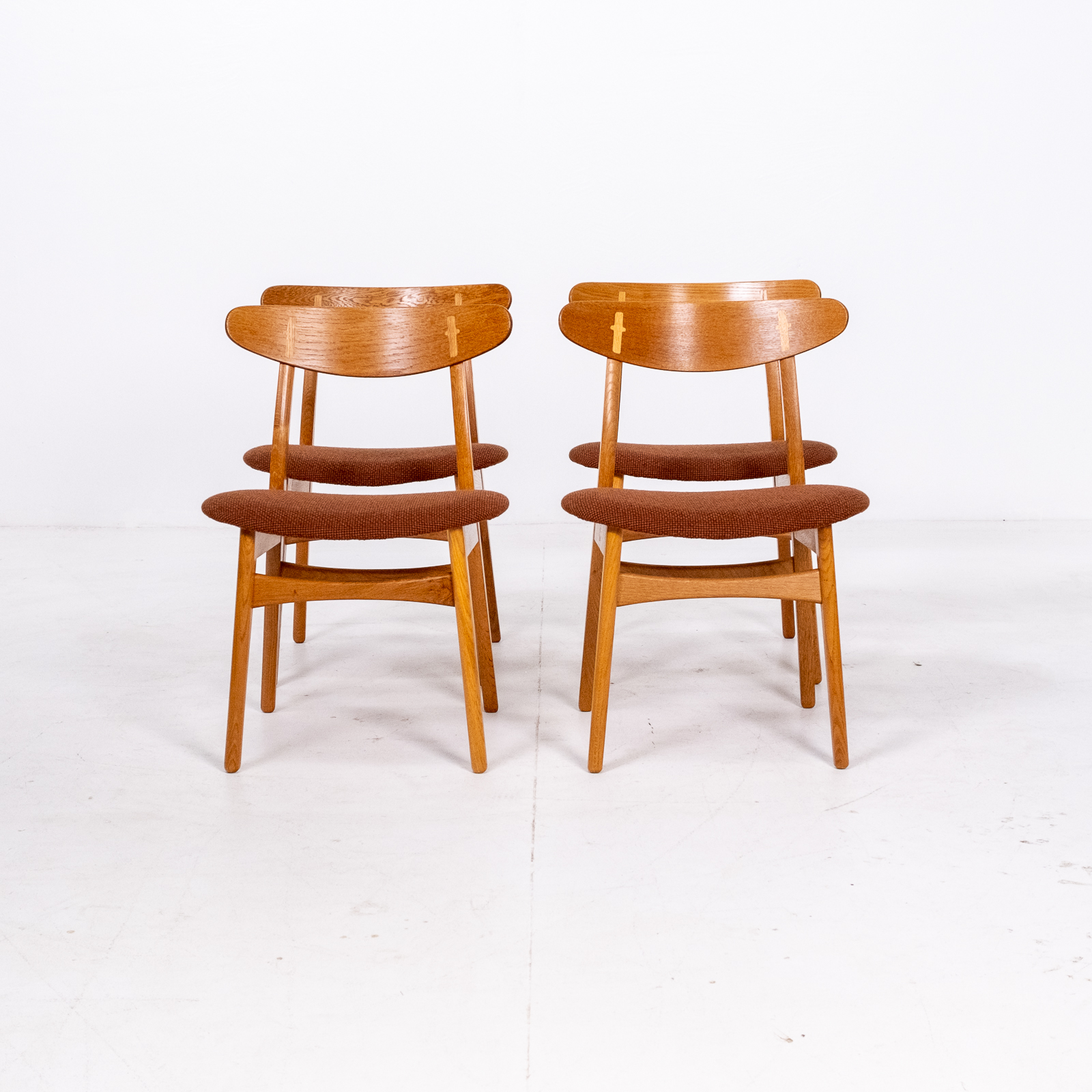 Set Of 4 Ch 30 Dining Chairs By Hans Wegner For Carl Hansen And Son In Oak And Kvadart Upholstery, 1950s, Denmark 02