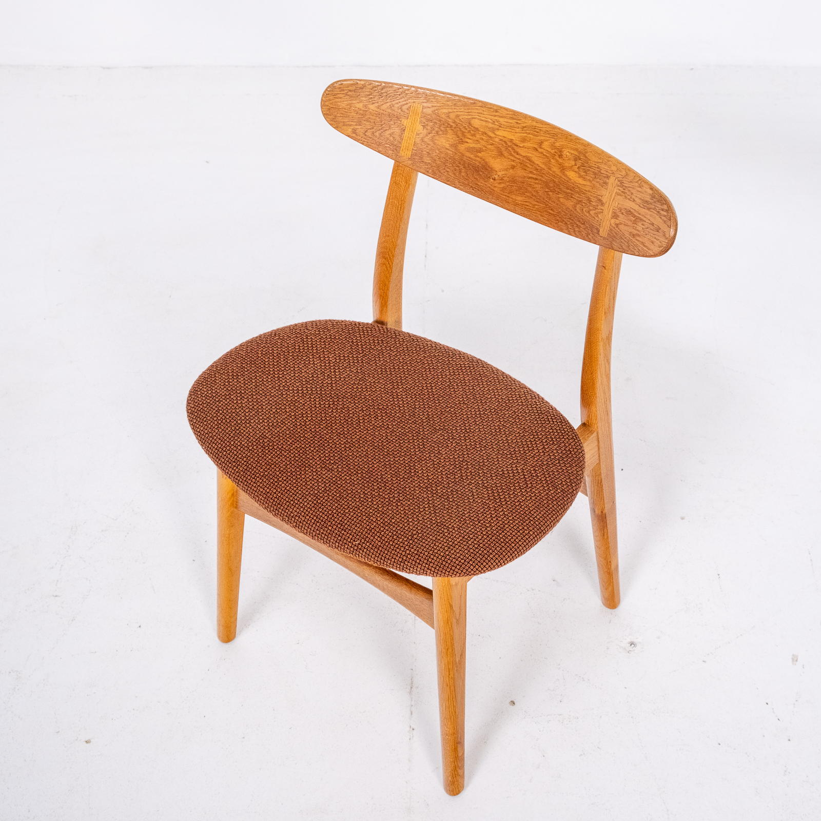Set Of 4 Ch 30 Dining Chairs By Hans Wegner For Carl Hansen And Son In Oak And Kvadart Upholstery, 1950s, Denmark 04