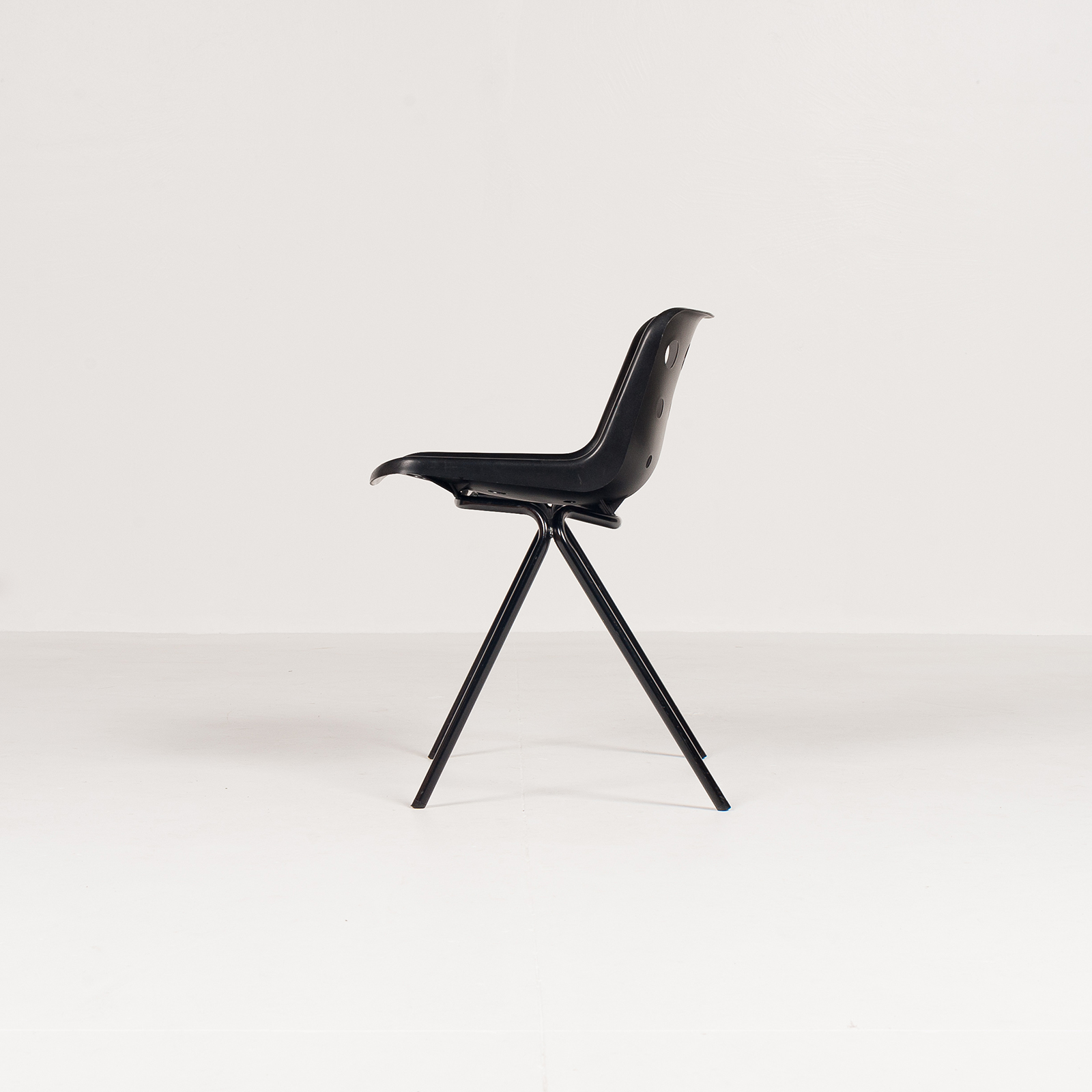 Polo Stacking Chair By Robin Day In Black Polyproylene, 1970s, England5881