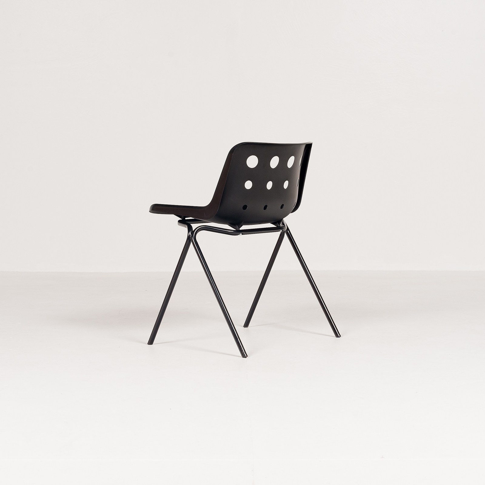 Polo Stacking Chair By Robin Day In Black Polyproylene, 1970s, England5882